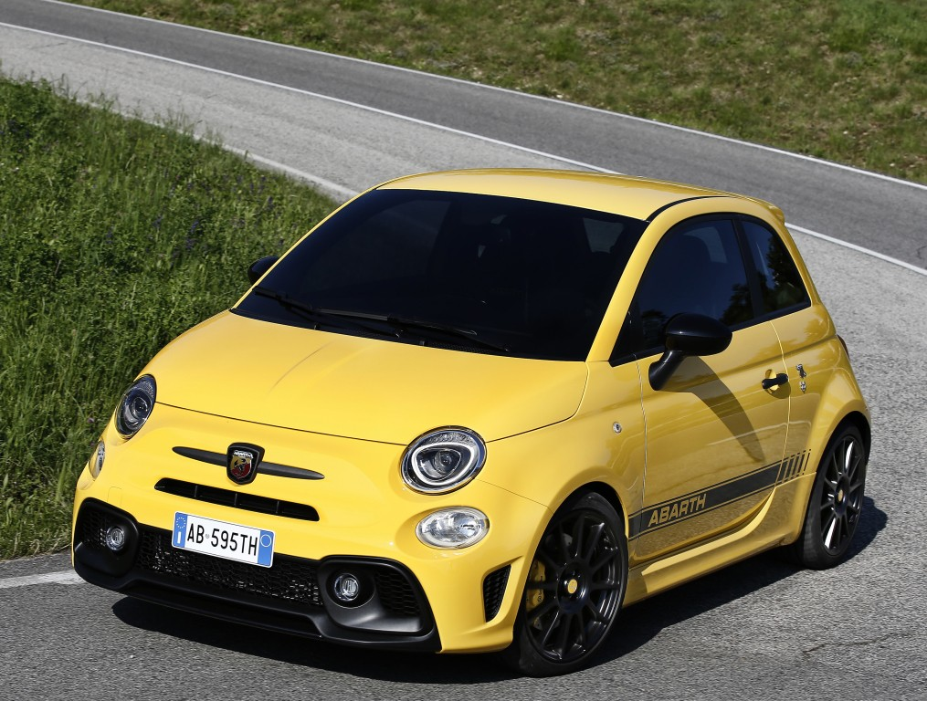 2016 fiat 500s is a no nonsense city car 2016 abarth 595 is even better autoevolution. Black Bedroom Furniture Sets. Home Design Ideas