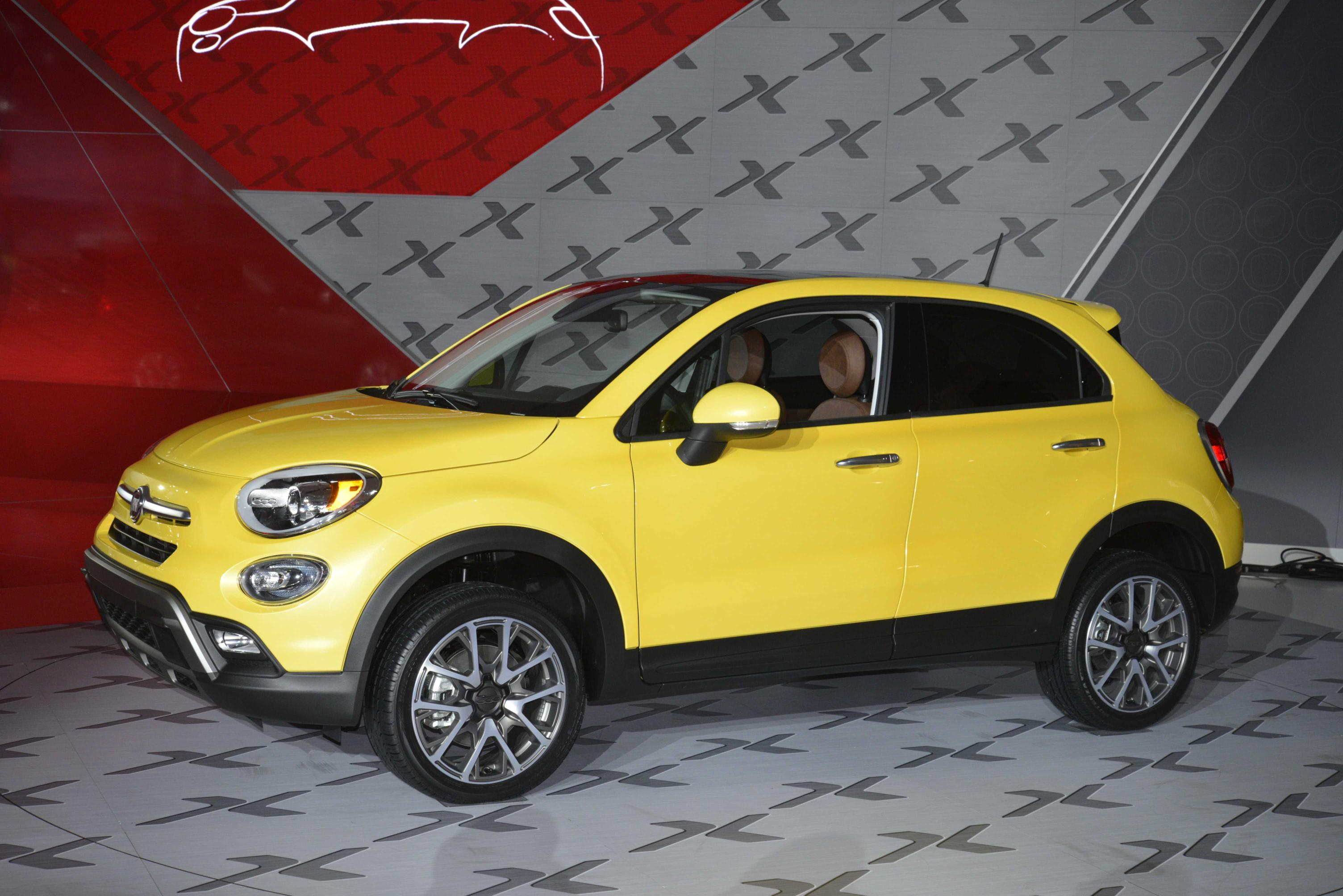 2016 fiat 500x expands 500 lineup at the la auto show video live photos autoevolution. Black Bedroom Furniture Sets. Home Design Ideas