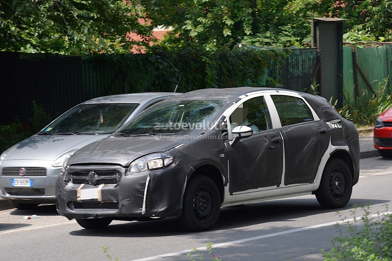 2016 - [Fiat] Tipo 5 portes & SW - Page 2 2016-fiat-bravo-replacement-spied-in-italy-dressed-in-grande-punto-clothes_2