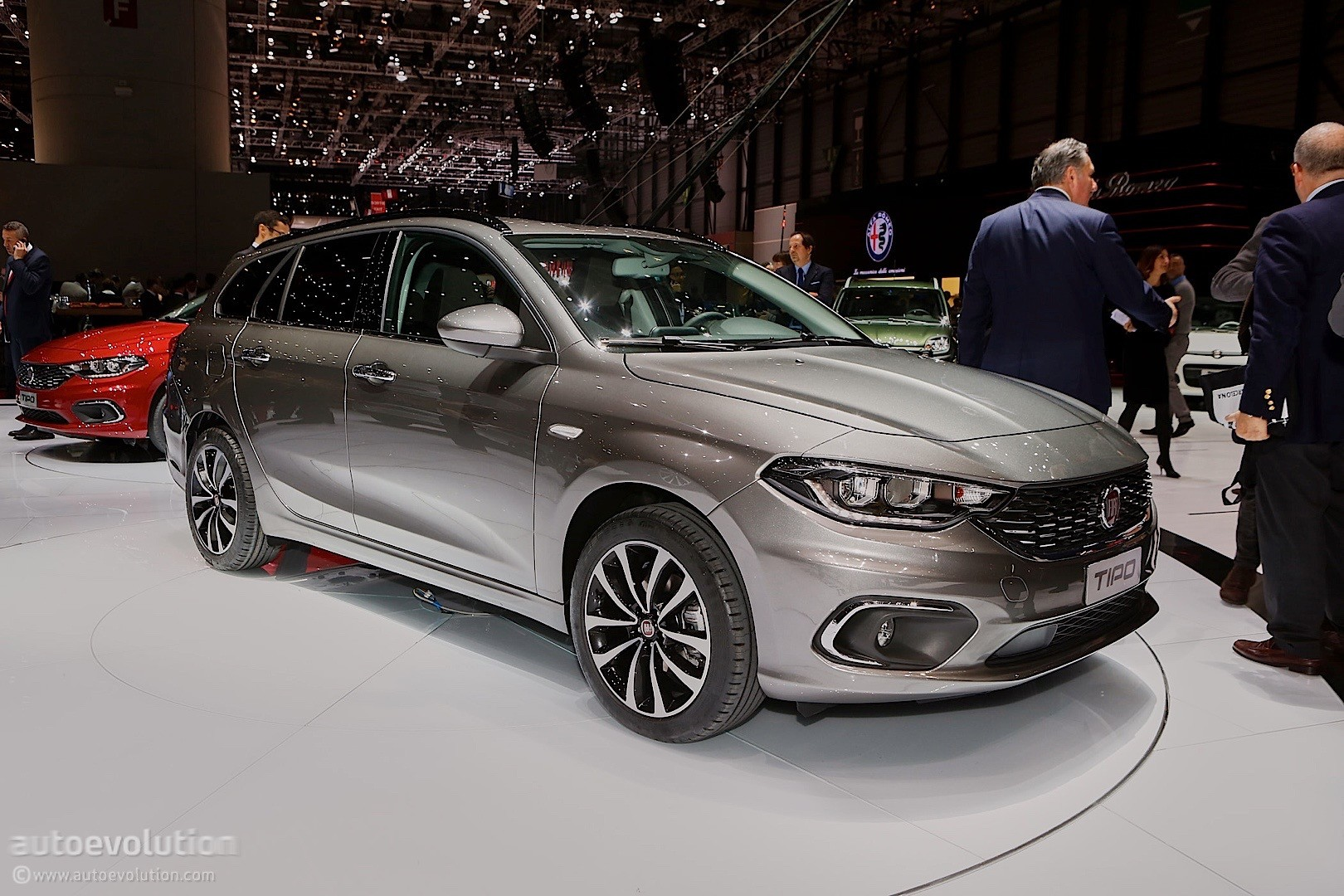 2016 fiat tipo comes in hatchback and estate flavors at. Black Bedroom Furniture Sets. Home Design Ideas