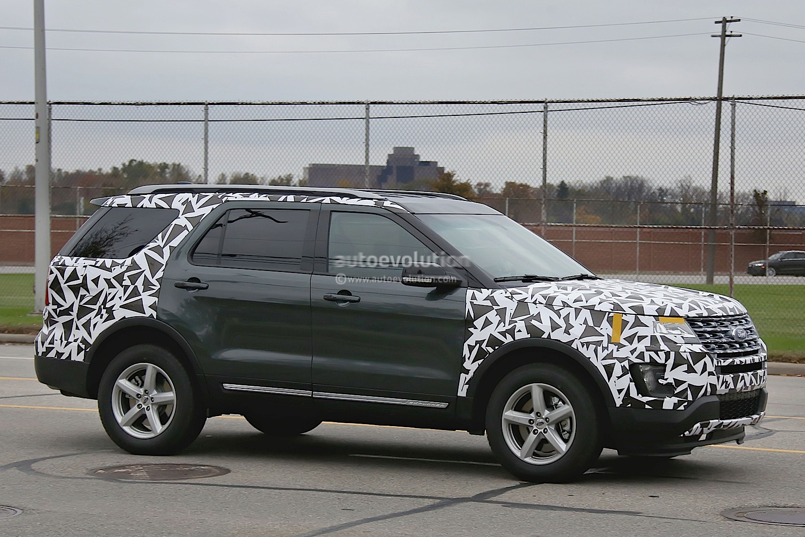 2016 Ford Explorer Spied Partially Camouflaged Autoevolution