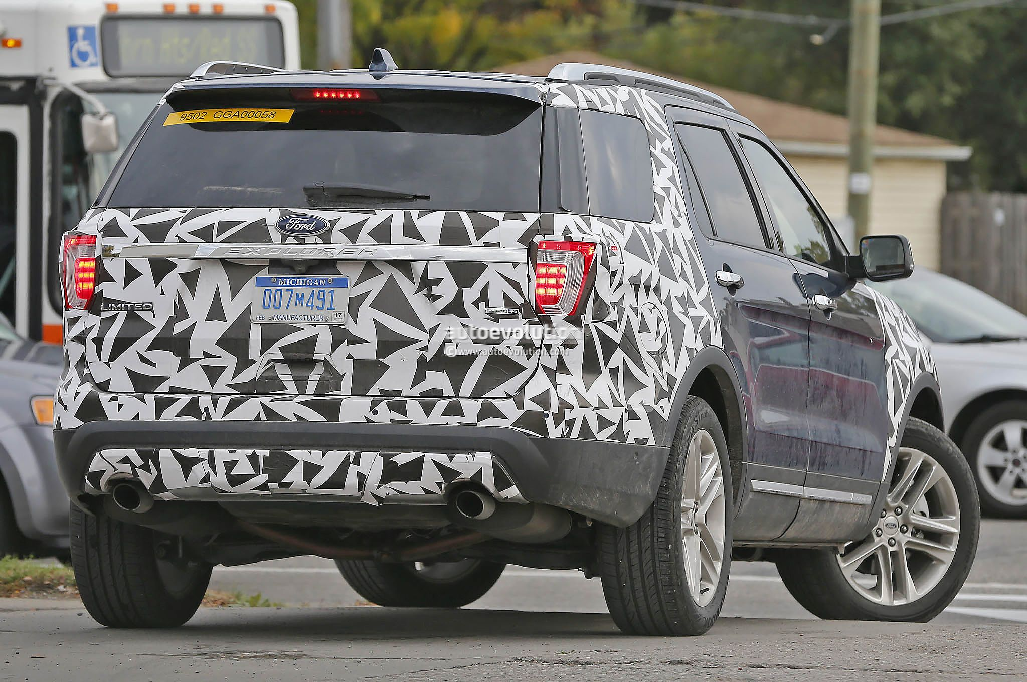 2016 Ford Explorer Spied Nearly Camo Free - autoevolution
