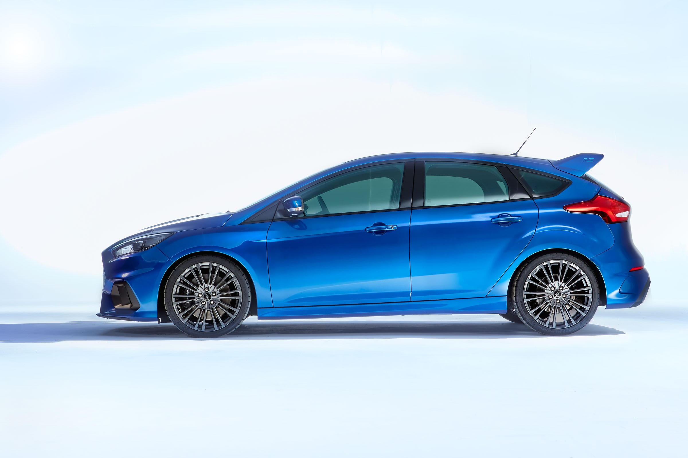 2016 ford focus rs debuts in cologne here are the official details autoevolution. Black Bedroom Furniture Sets. Home Design Ideas