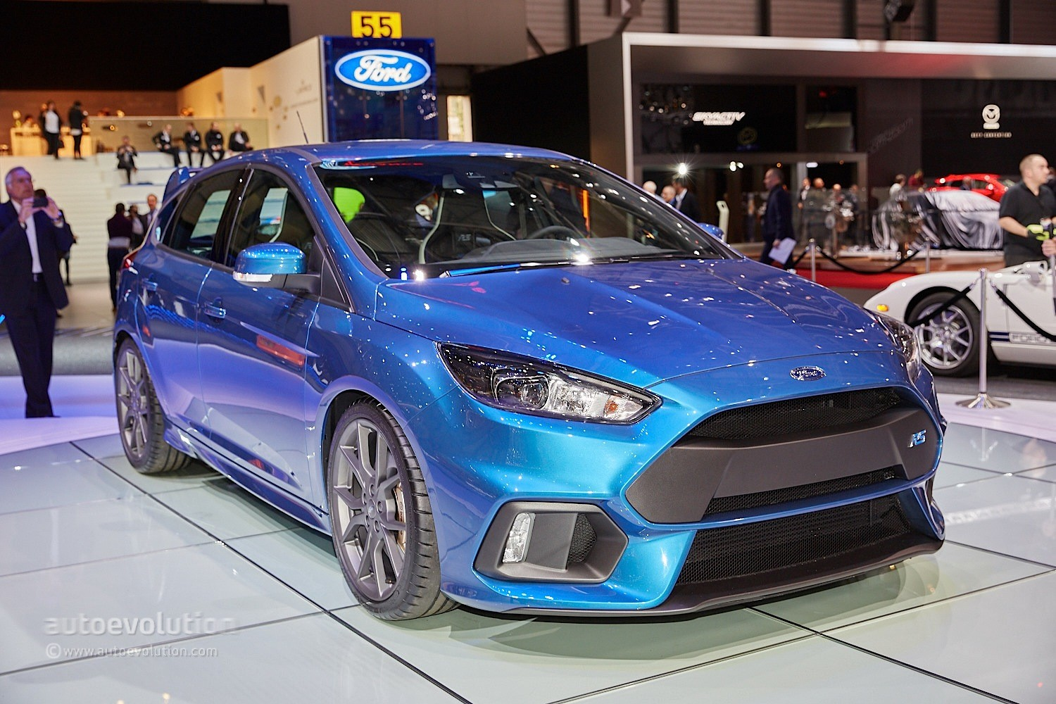 2016 Ford Mustang Ecoboost >> 2016 Ford Focus RS Is a Liquid Blue Hooligan's Hot Hatch in Geneva - autoevolution