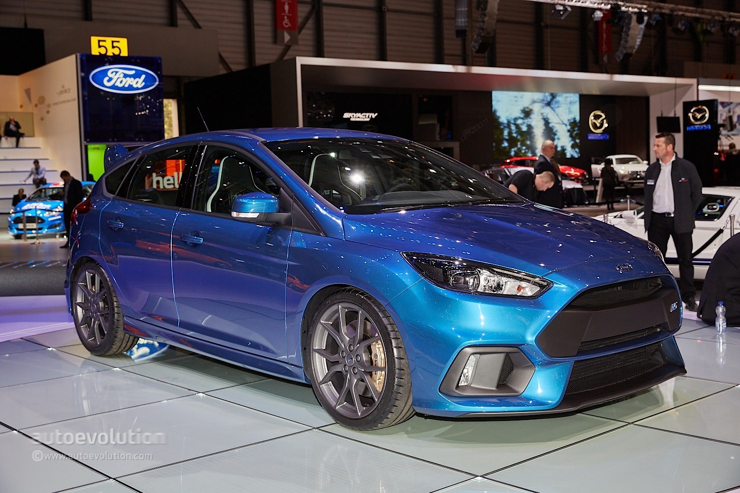 2016 ford focus rs is a liquid blue hooligan 39 s hot hatch in geneva autoevolution. Black Bedroom Furniture Sets. Home Design Ideas