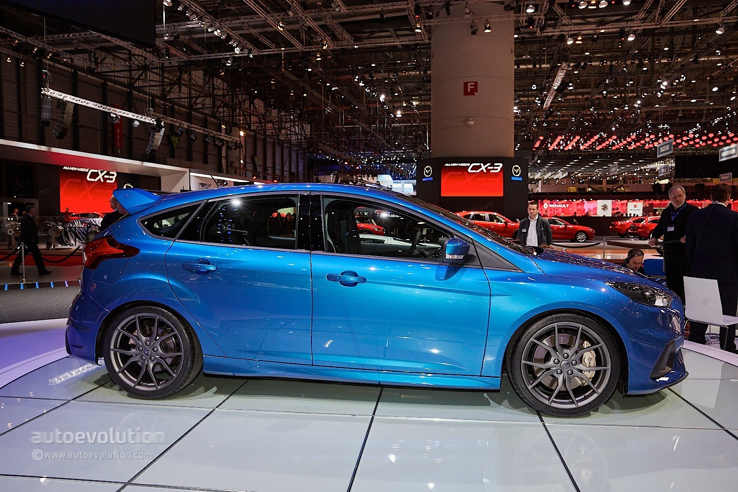 2016 Ford Focus RS Is a Liquid Blue Hooligan's Hot Hatch ...