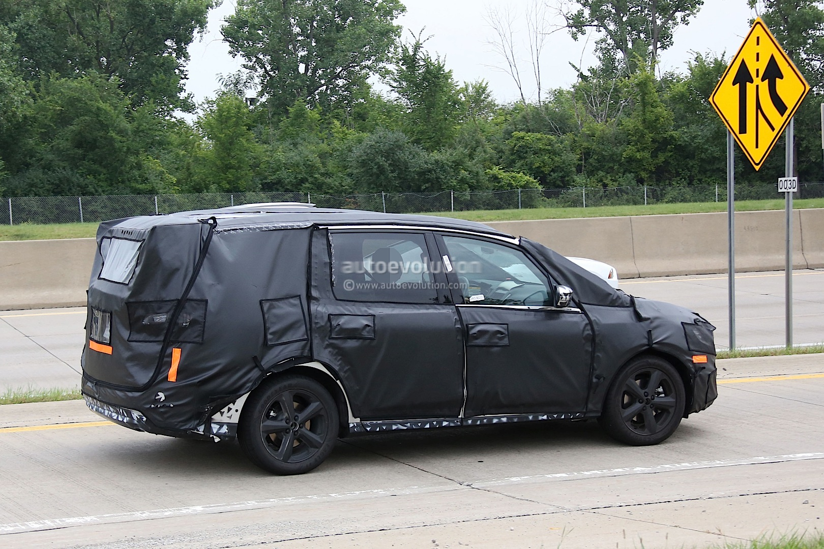 2015 - [Ford] Galaxy III - Page 3 2016-ford-galaxy-caught-on-film-testing-in-the-united-states-photo-gallery_7