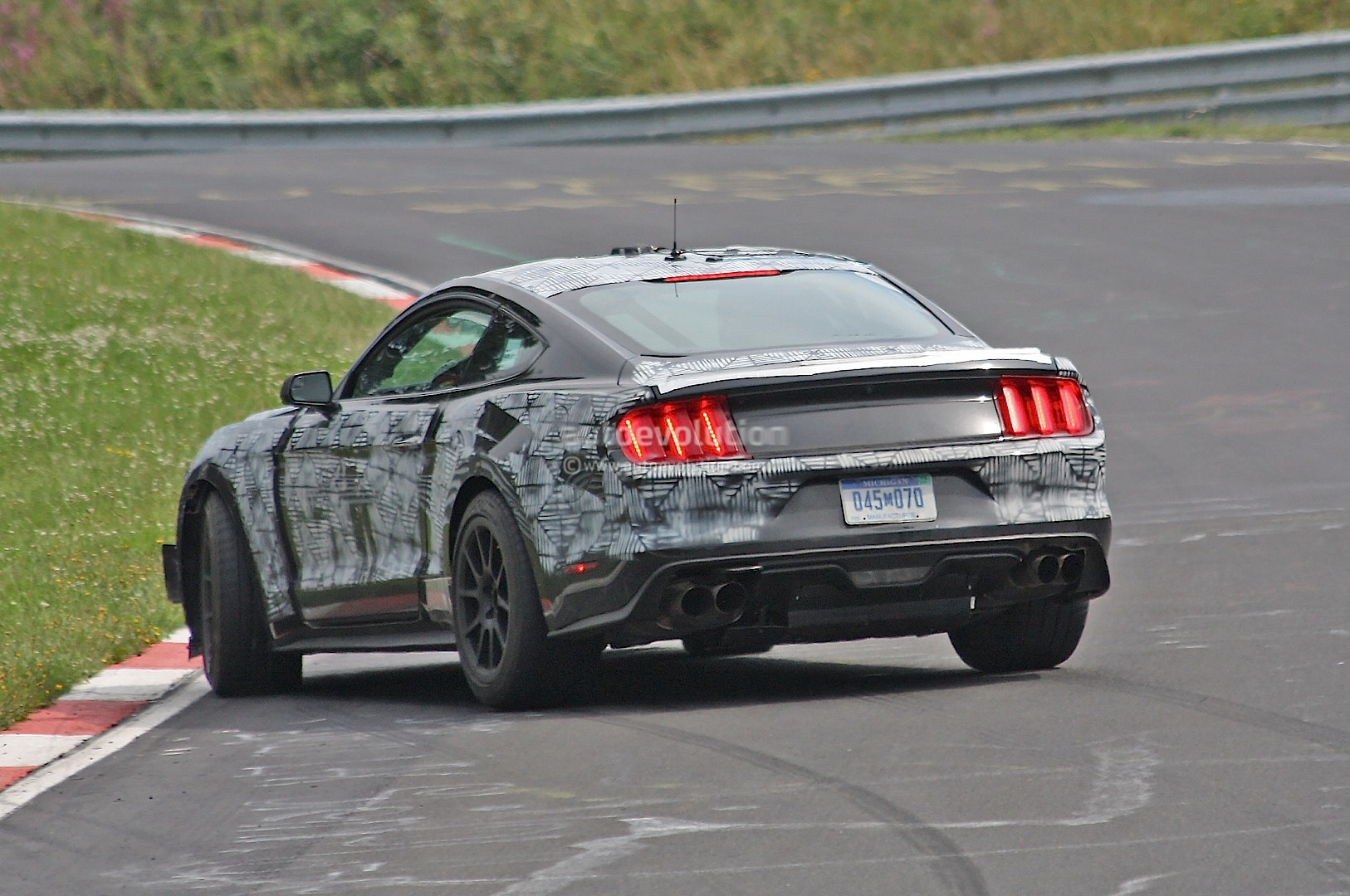 2016 ford mustang shelby gt350 almost crashes during nurburgring testing spin autoevolution. Black Bedroom Furniture Sets. Home Design Ideas