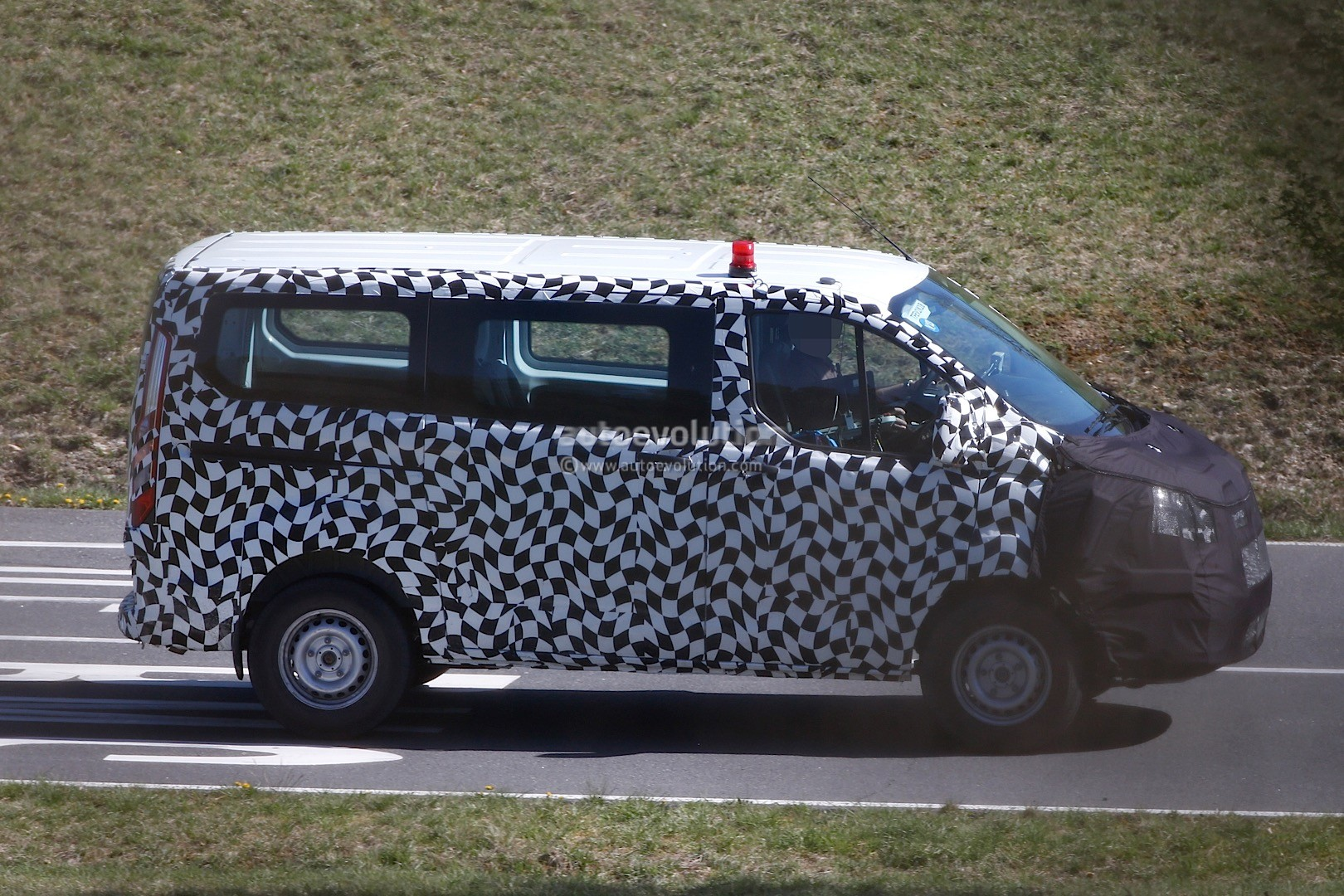 2016 ford transit custom facelift spied for the first time autoevolution. Black Bedroom Furniture Sets. Home Design Ideas
