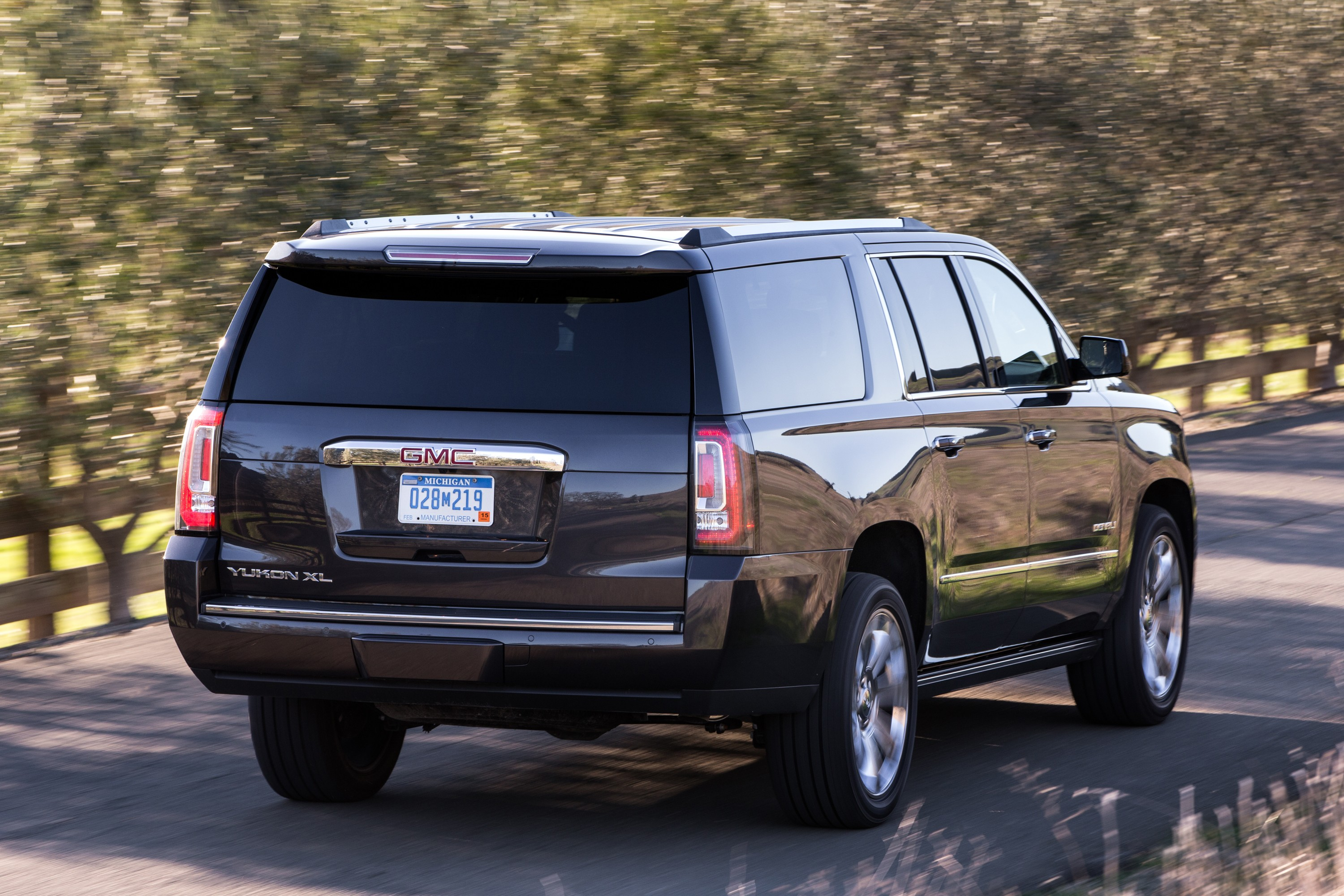 2016 gmc yukon updated across the range autoevolution. Black Bedroom Furniture Sets. Home Design Ideas