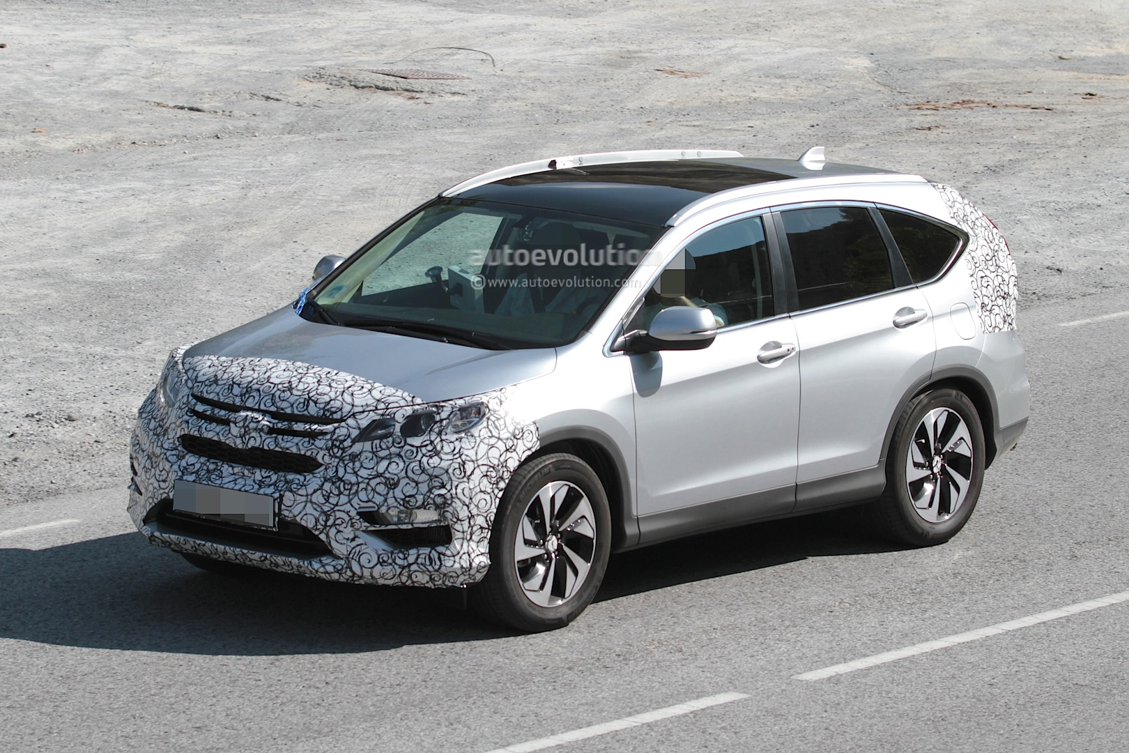 2016 Honda CR-V Facelift Spied While Testing - autoevolution
