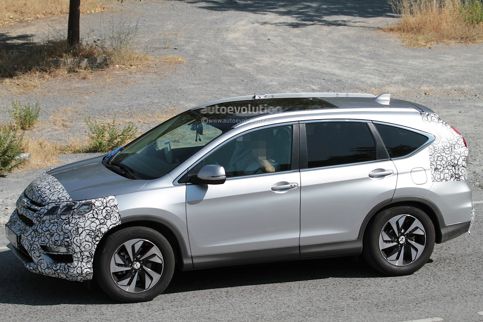 2016 Honda CR-V Facelift Spied While Testing - autoevolution
