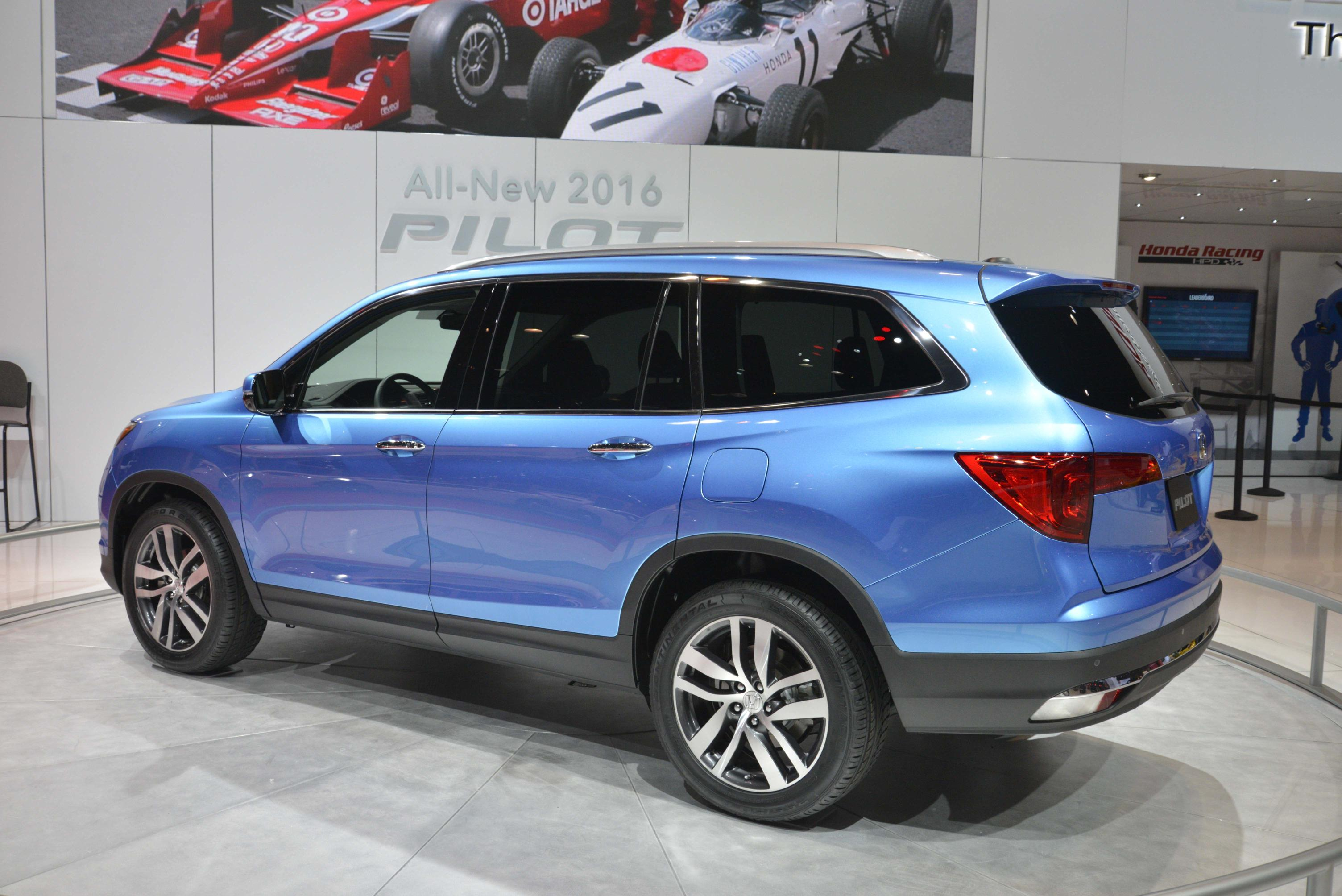 2016 honda pilot is lighter and sexier for chicago auto show debut autoevolution. Black Bedroom Furniture Sets. Home Design Ideas