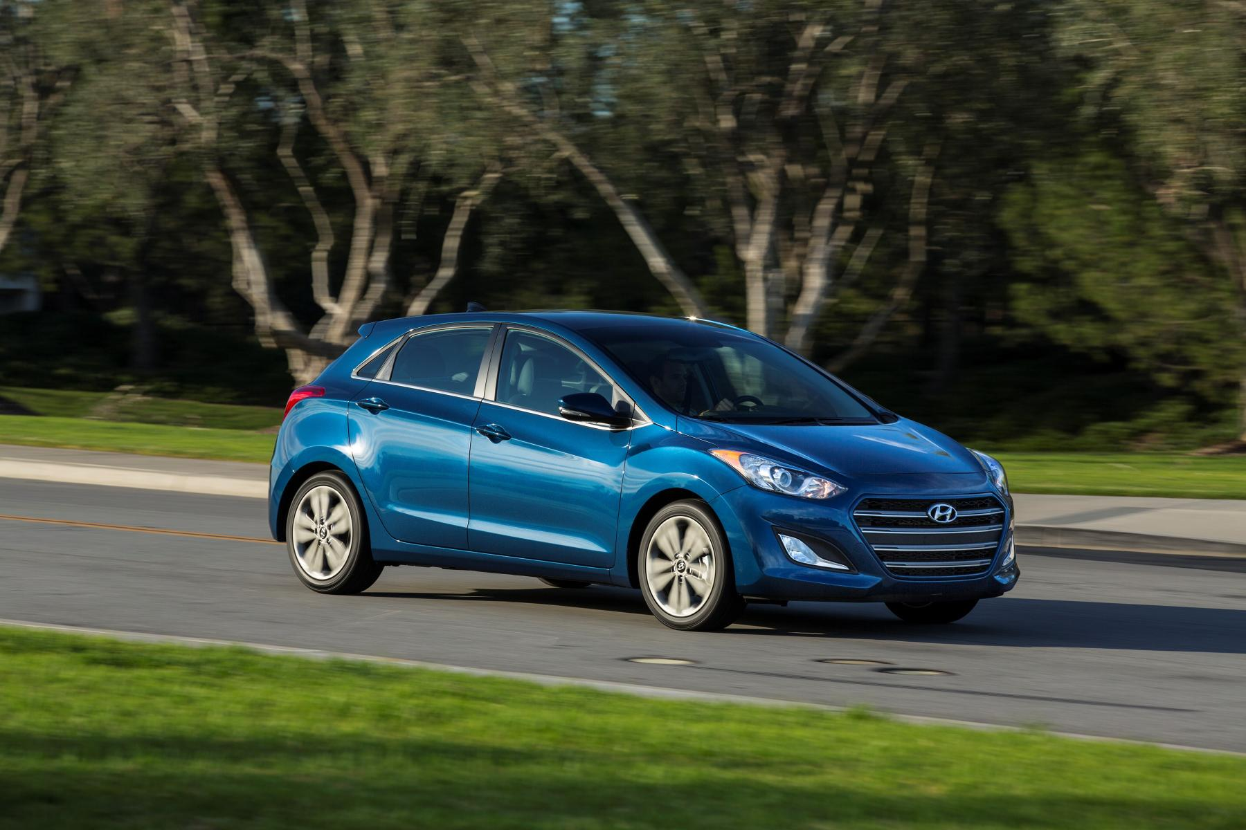 2016 hyundai elantra gt gets updated in time for the. Black Bedroom Furniture Sets. Home Design Ideas