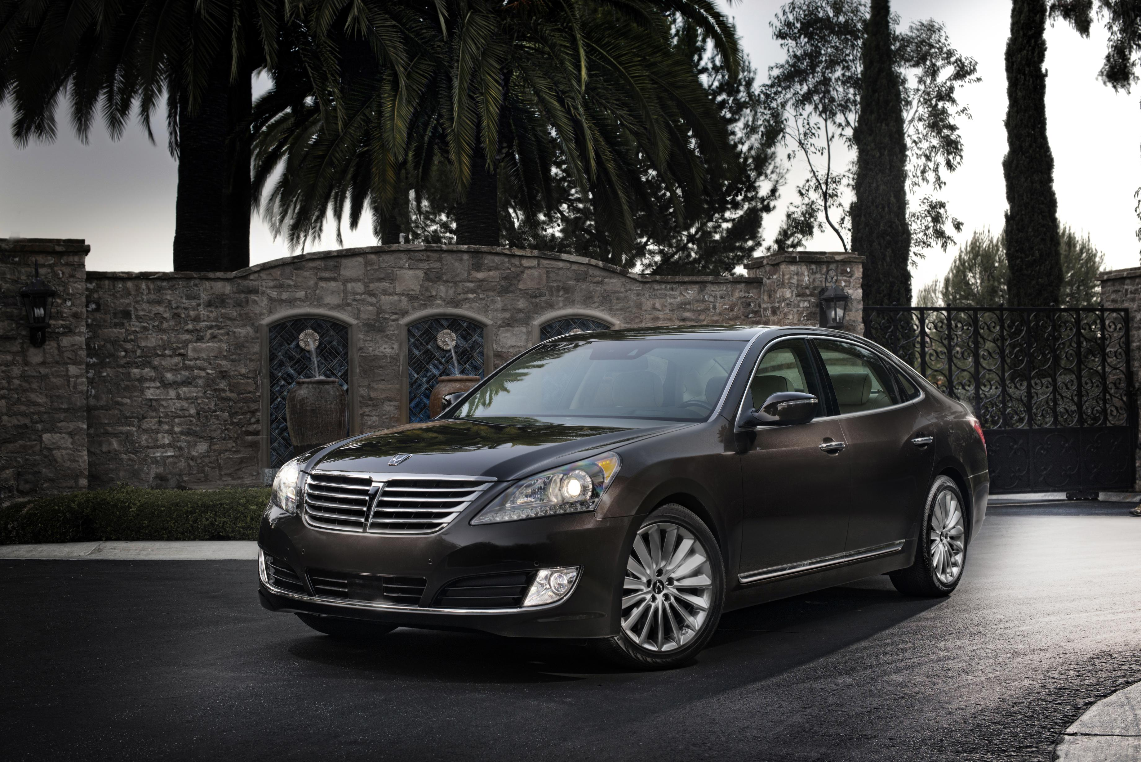 2016 hyundai equus adds hands free trunk opening autoevolution. Black Bedroom Furniture Sets. Home Design Ideas