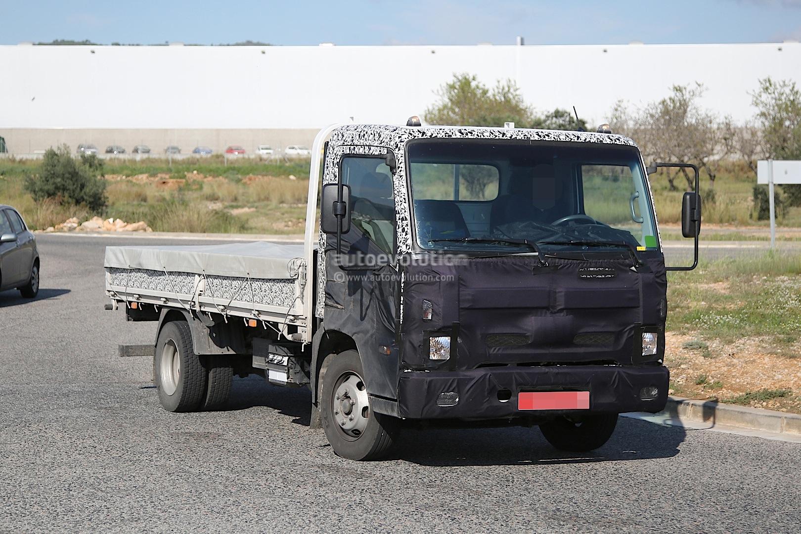 2016 hyundai mighty lcv truck spied autoevolution. Black Bedroom Furniture Sets. Home Design Ideas