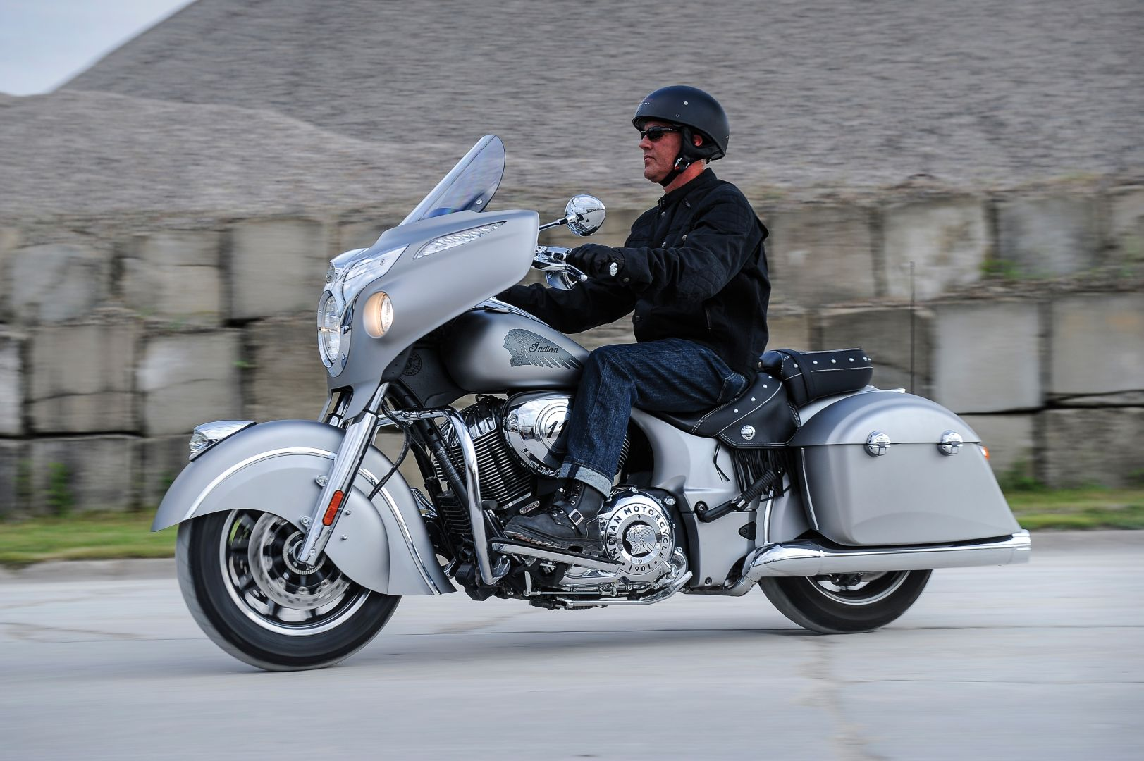 2016 Indian Chieftain Looks In New Colors Price Announced