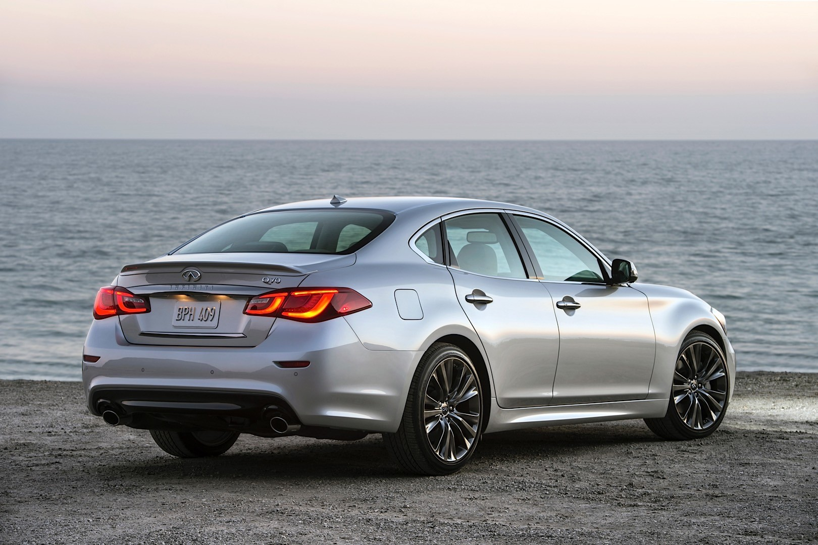 2016 Infiniti Q70 Premium Select Edition Takes a Bow at ...