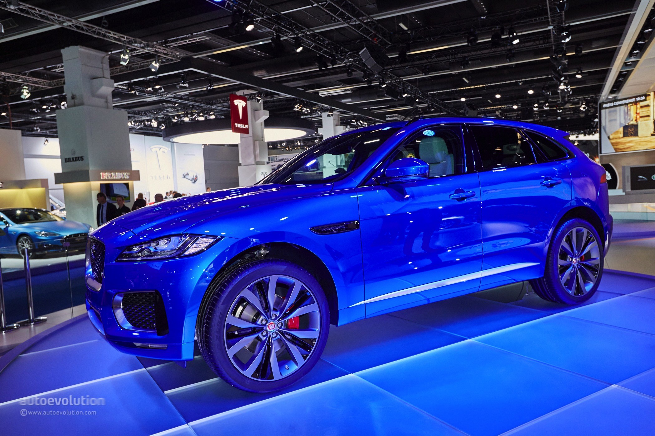 2016 Jaguar F-Pace Looks Massive in the Metal on the ...