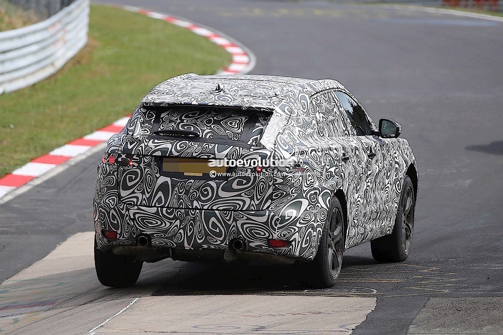 2015 - [Jaguar] F-Pace - Page 8 2016-jaguar-f-type-suv-spied-lapping-the-nurburgring-photo-gallery_5