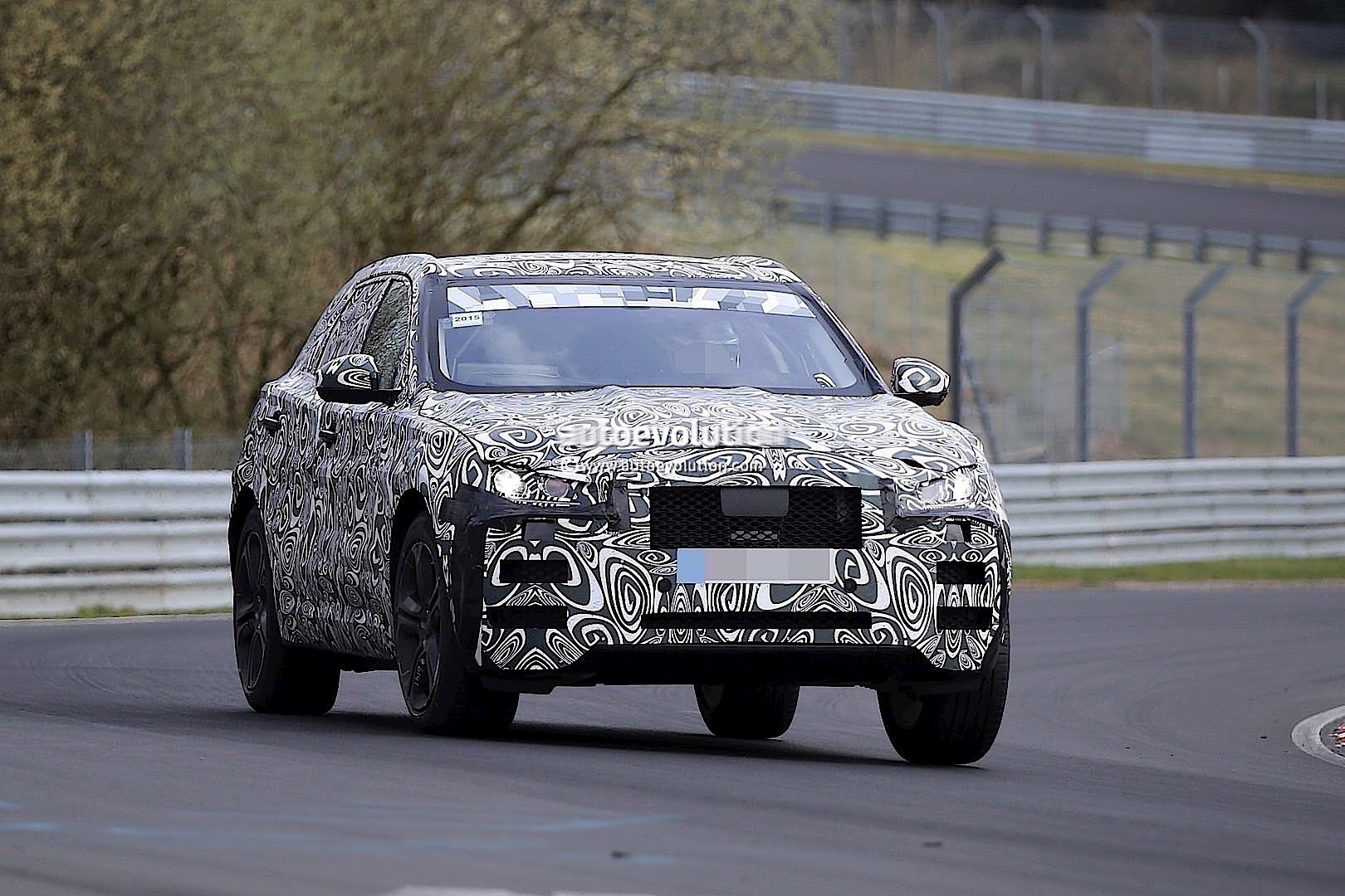 2015 - [Jaguar] F-Pace - Page 8 2016-jaguar-f-type-suv-spied-lapping-the-nurburgring-photo-gallery_7