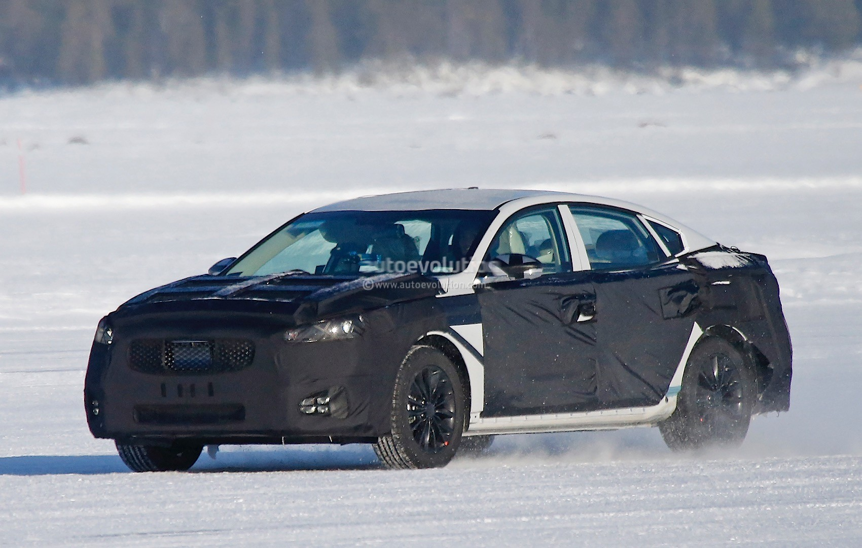 2015 - [Kia] Cadenza II 2016-kia-k7-cadenza-spied-testing-in-sweden-photo-gallery_1