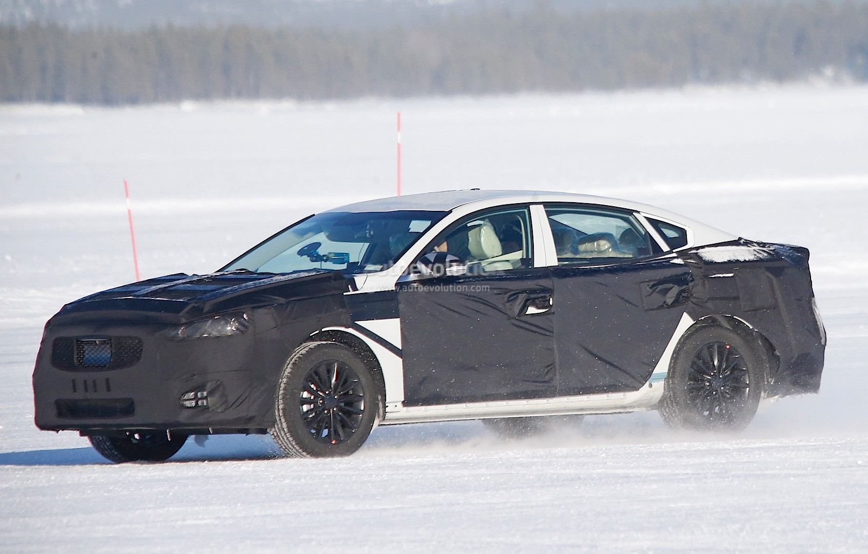 2015 - [Kia] Cadenza II 2016-kia-k7-cadenza-spied-testing-in-sweden-photo-gallery_2