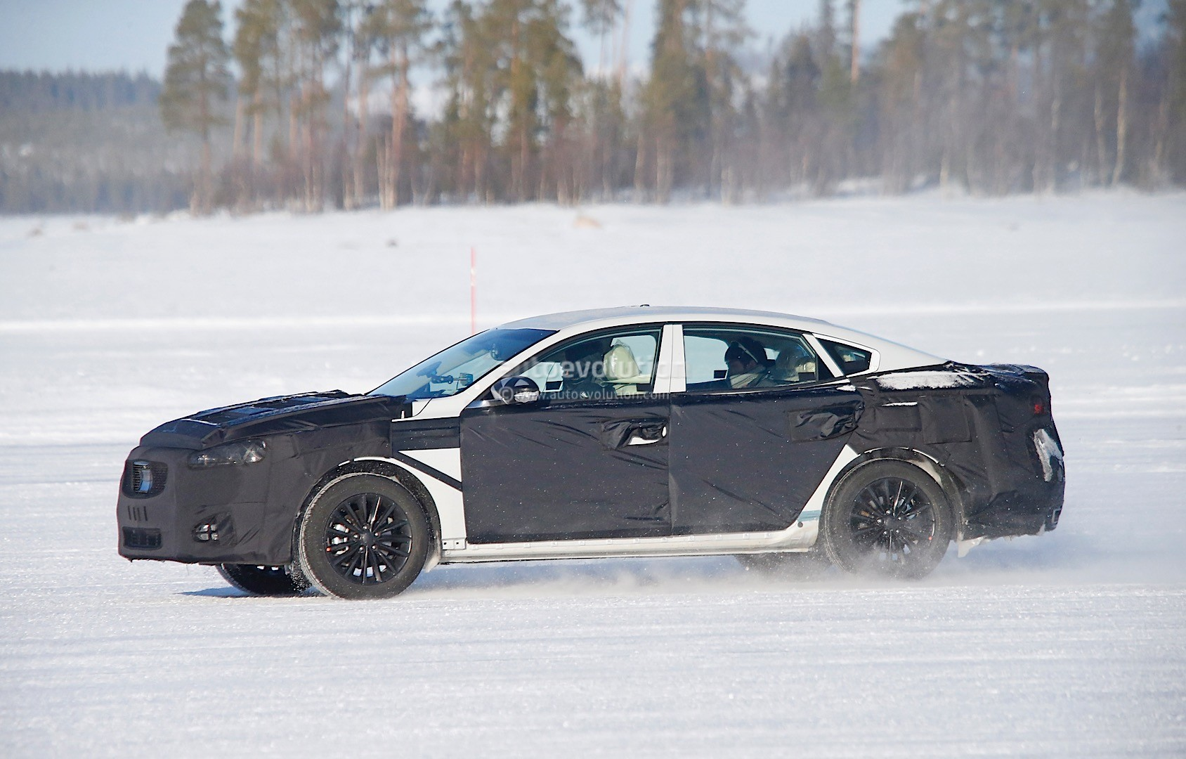 2015 - [Kia] Cadenza II 2016-kia-k7-cadenza-spied-testing-in-sweden-photo-gallery_3
