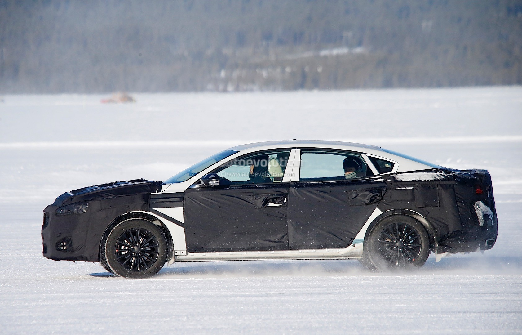 2015 - [Kia] Cadenza II 2016-kia-k7-cadenza-spied-testing-in-sweden-photo-gallery_4