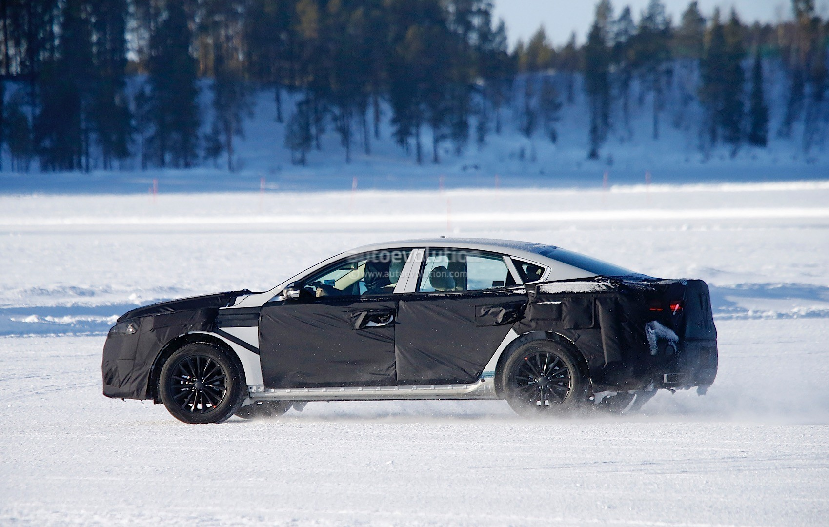 2015 - [Kia] Cadenza II 2016-kia-k7-cadenza-spied-testing-in-sweden-photo-gallery_5