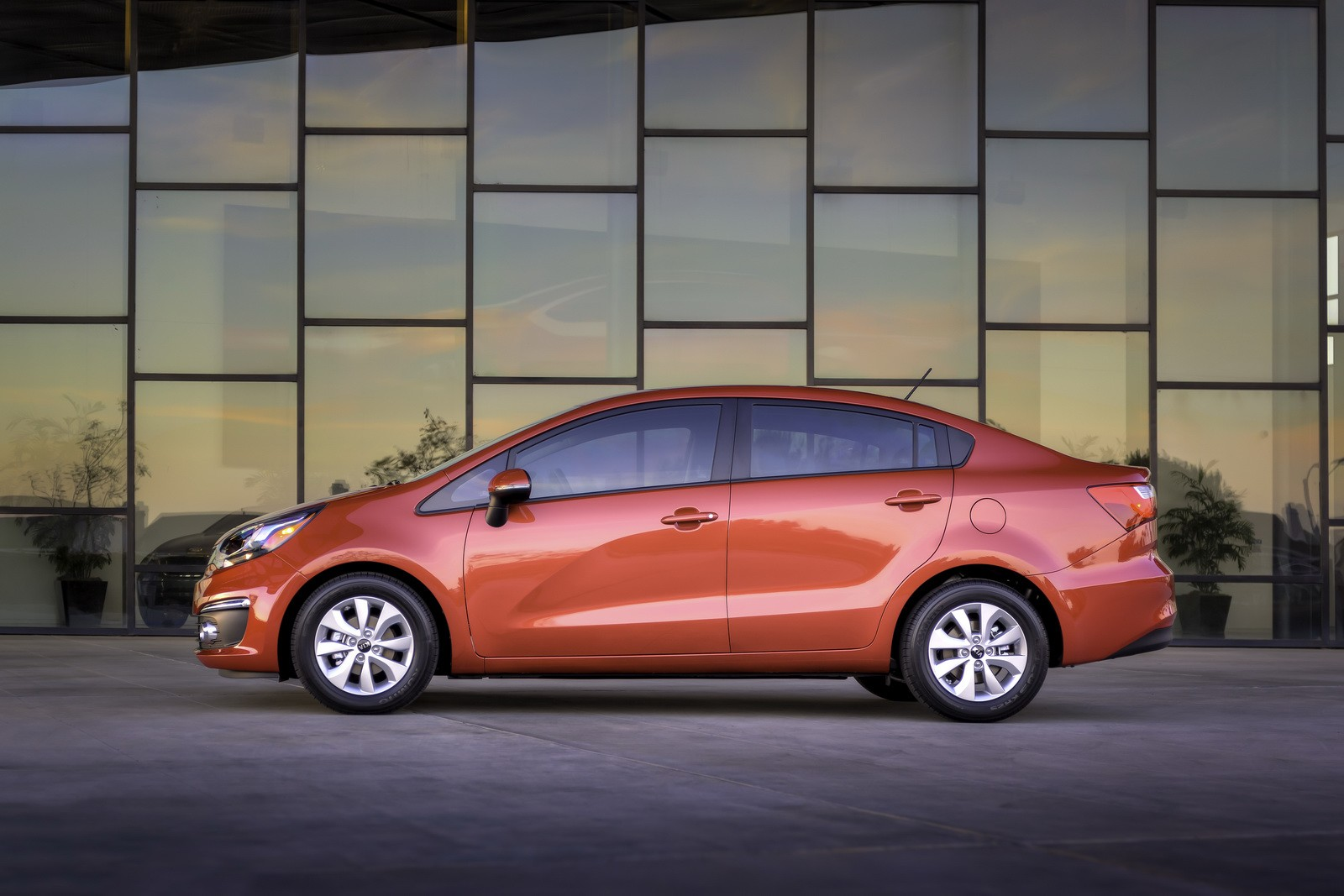 2016 kia rio sedan and 5 door hatch debut with minor. Black Bedroom Furniture Sets. Home Design Ideas