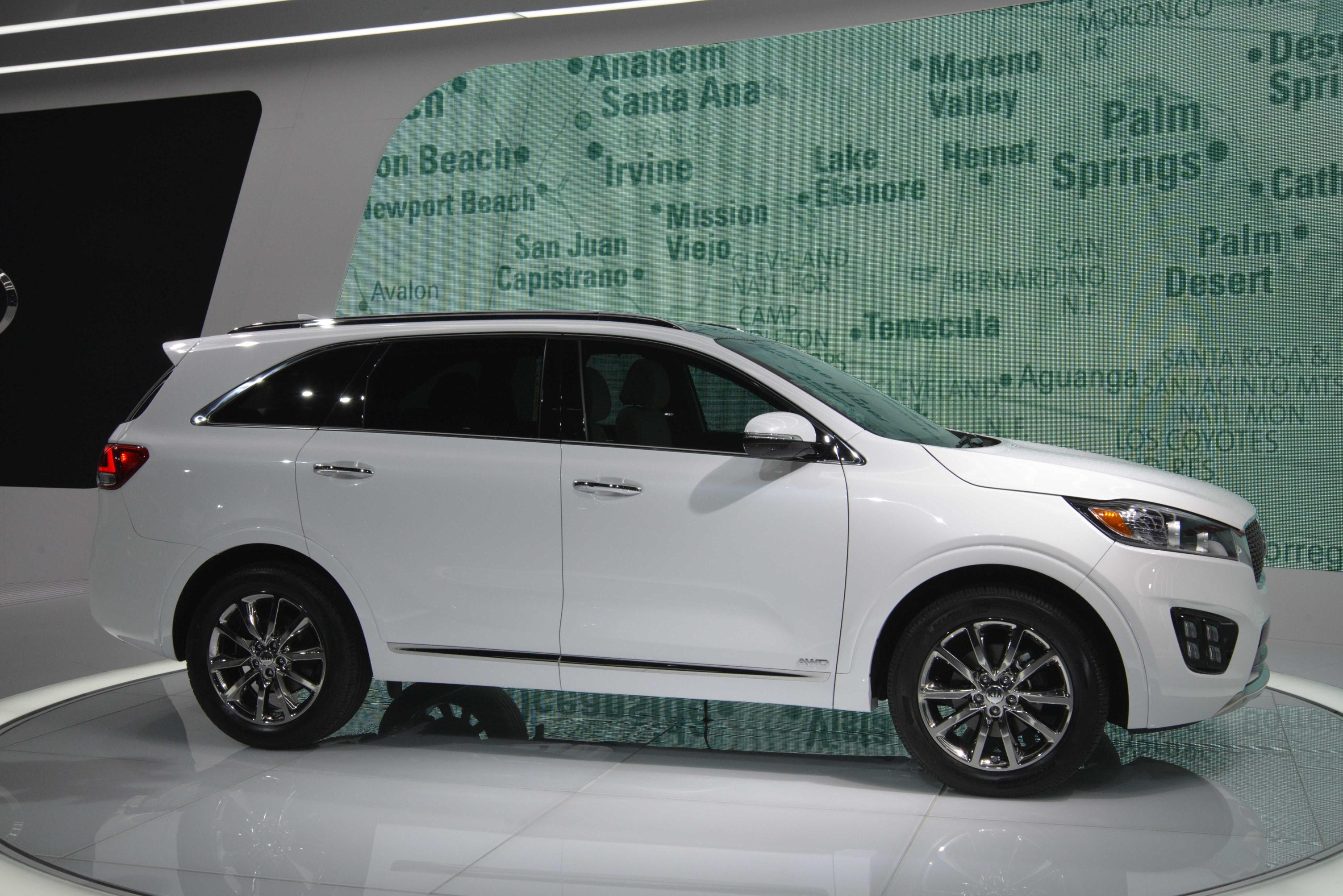 2016 kia sorento appears at los angeles auto show live for Kia motor finance physical payoff address