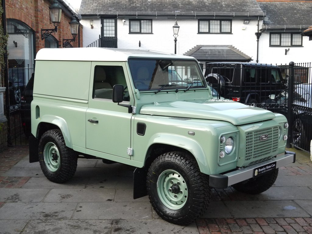2016 land rover defender 90 heritage edition up for sale autoevolution. Black Bedroom Furniture Sets. Home Design Ideas