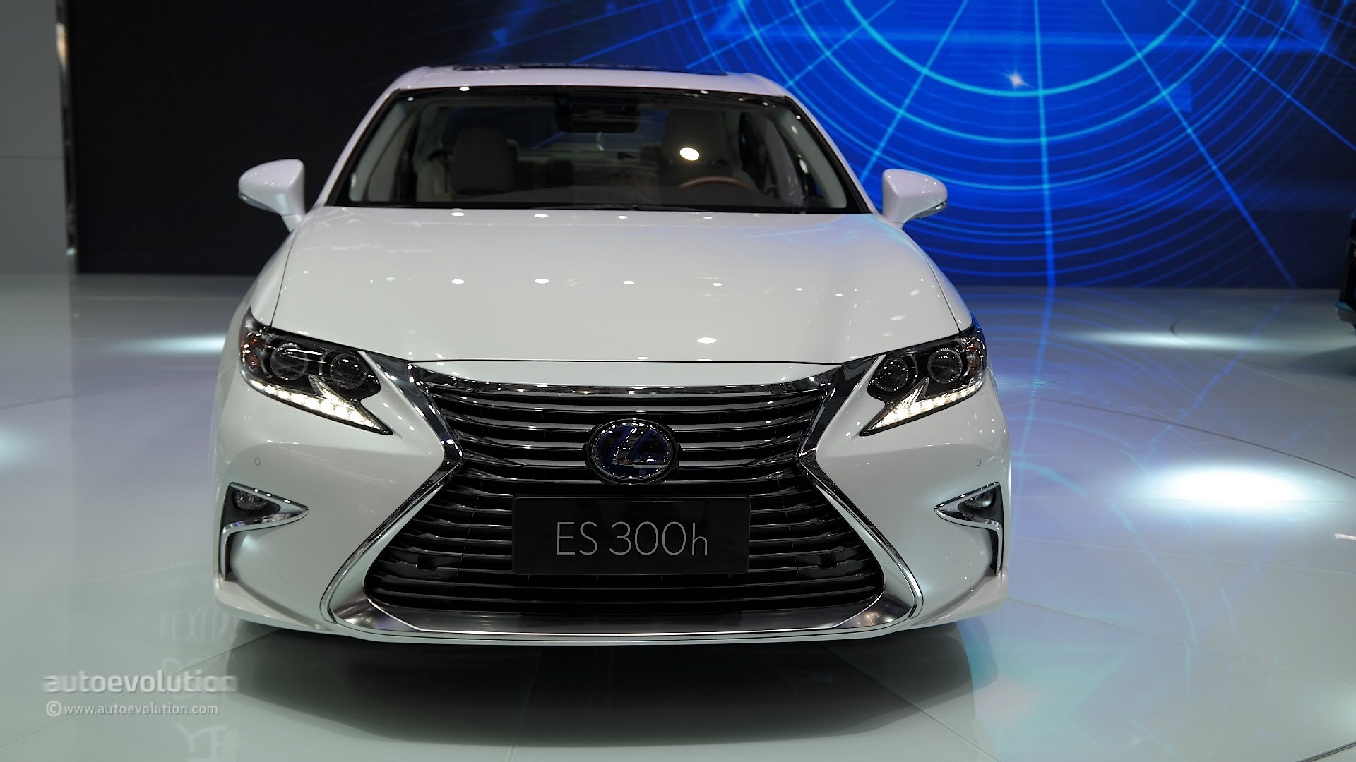2016 Lexus Es Facelift Is Full Of Self Esteem At Auto