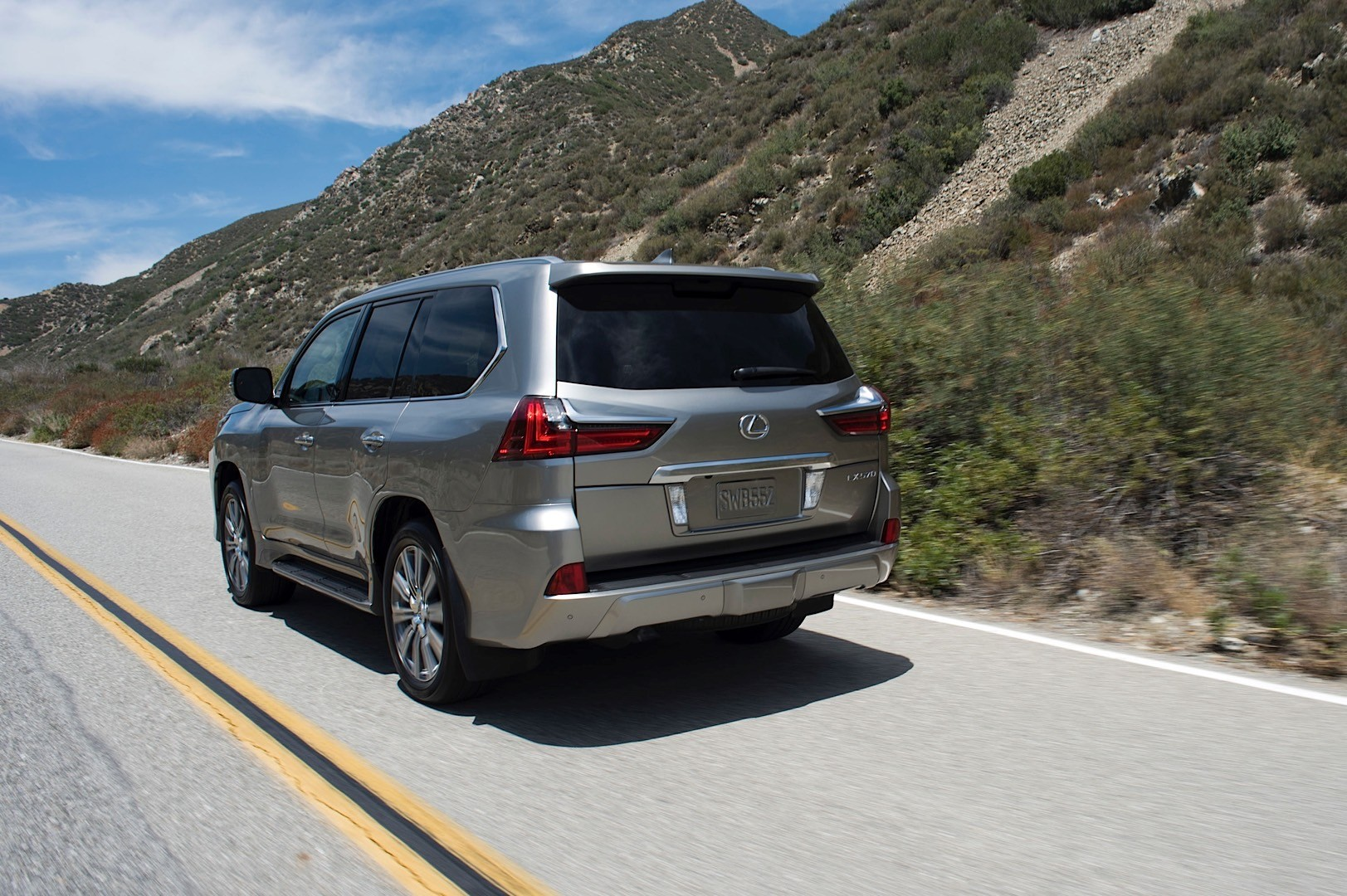 2016 lexus lx 570 facelift shows up at pebble beach. Black Bedroom Furniture Sets. Home Design Ideas