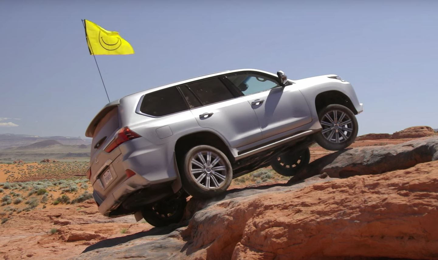2016 Lexus Lx 570 Gets Off Road Scars While Doing Jeep Impersonation Autoevolution