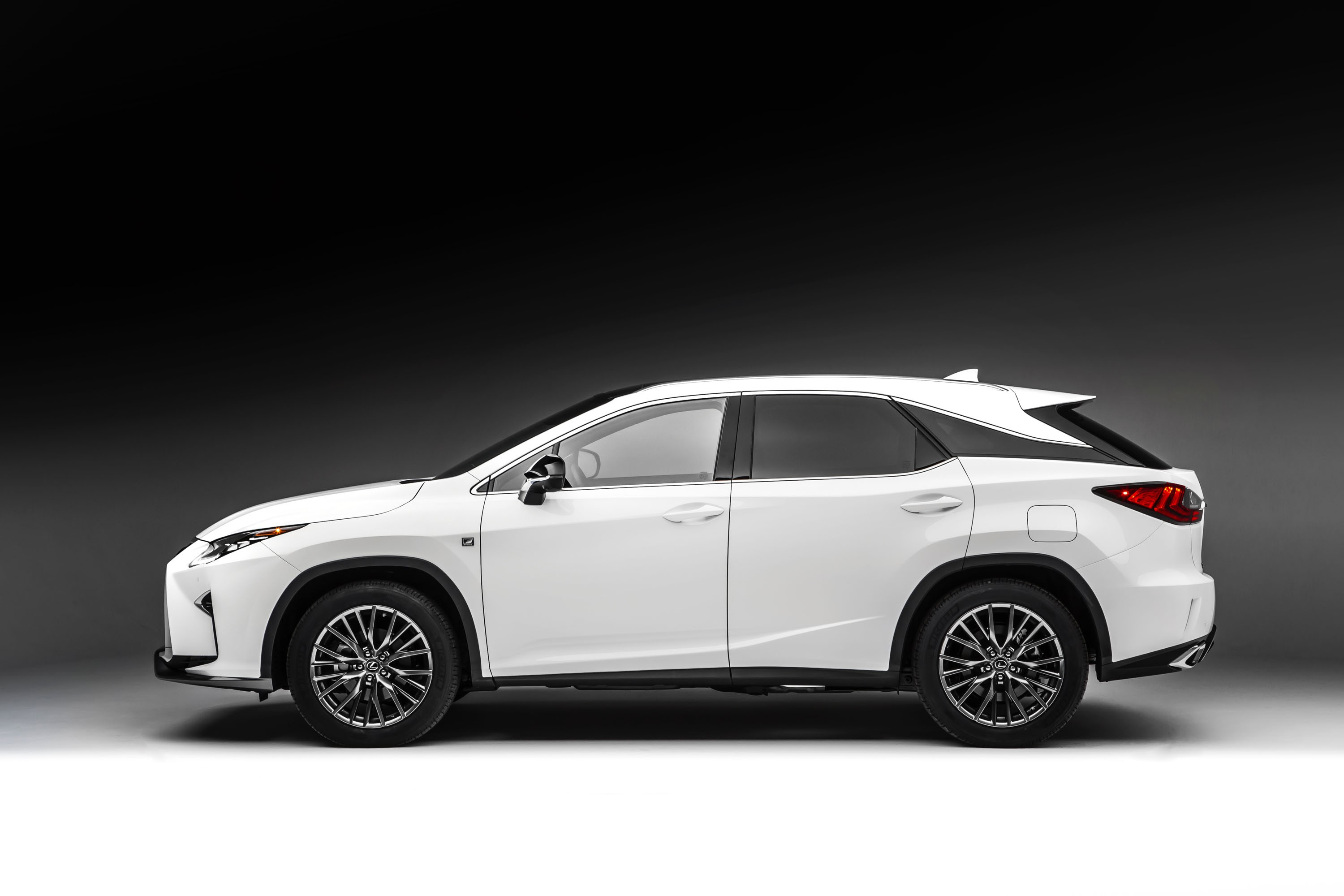 2016 lexus rx 350 f sport and rx 450h show up in nyc autoevolution. Black Bedroom Furniture Sets. Home Design Ideas