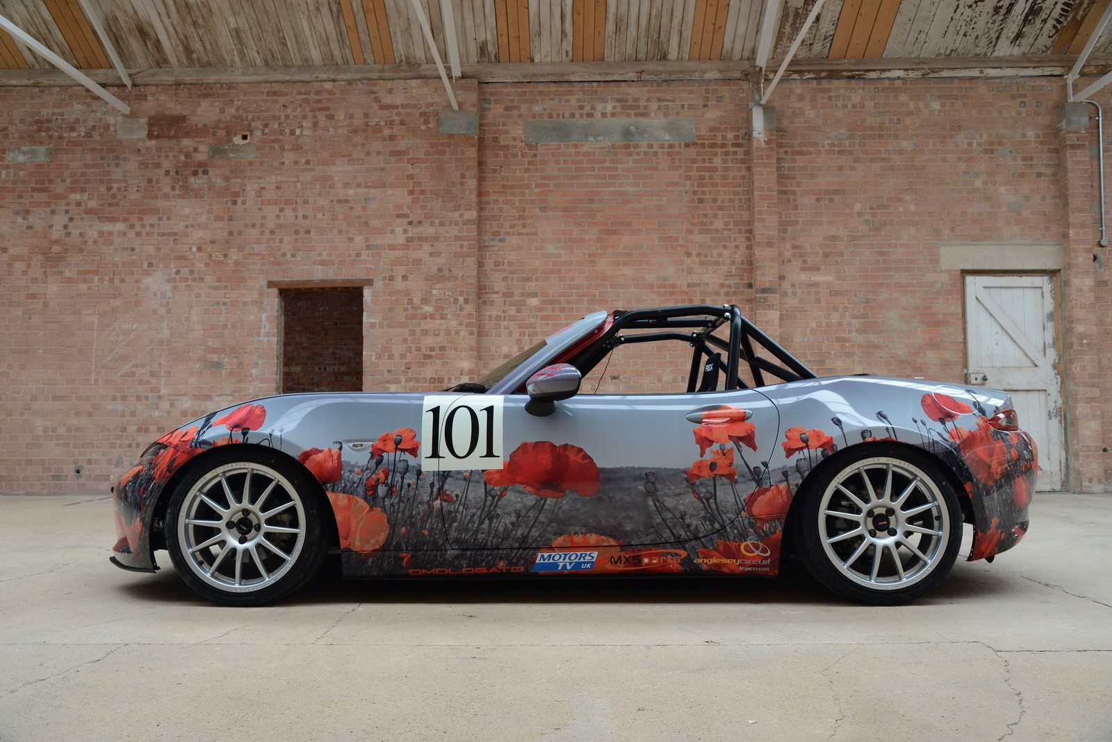 Miata Track Car >> 2016 Mazda MX-5 Miata with Poppy Art Car Livery Isn't Just for Show - autoevolution