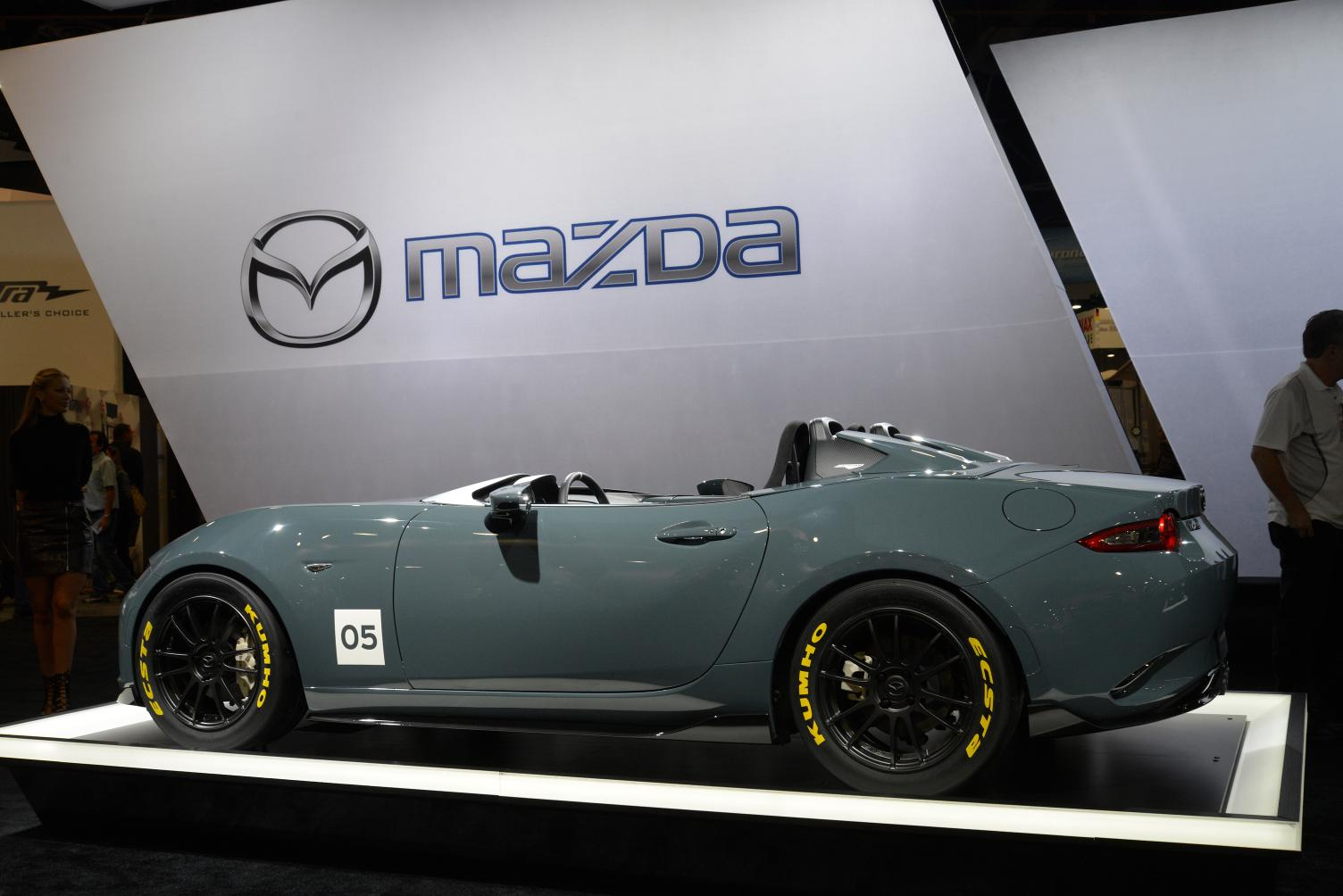 https://s1.cdn.autoevolution.com/images/news/gallery/2016-mazda-mx-5-speedster-and-spyder-concepts-stun-sema-live-photos_1.jpg