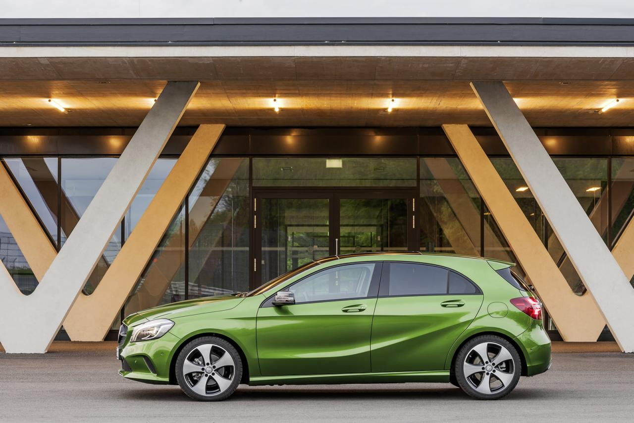 https://s1.cdn.autoevolution.com/images/news/gallery/2016-mercedes-a-class-facelift-debuts-with-new-16-engine-and-launch-assist-photo-gallery_3.jpg