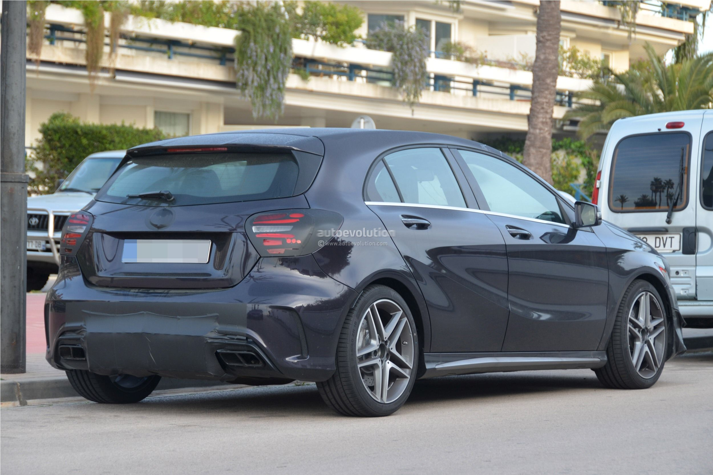 2016 - [Mercedes] Classe A restylée - Page 5 2016-mercedes-benz-a-45-amg-facelift-spied-photo-gallery_14