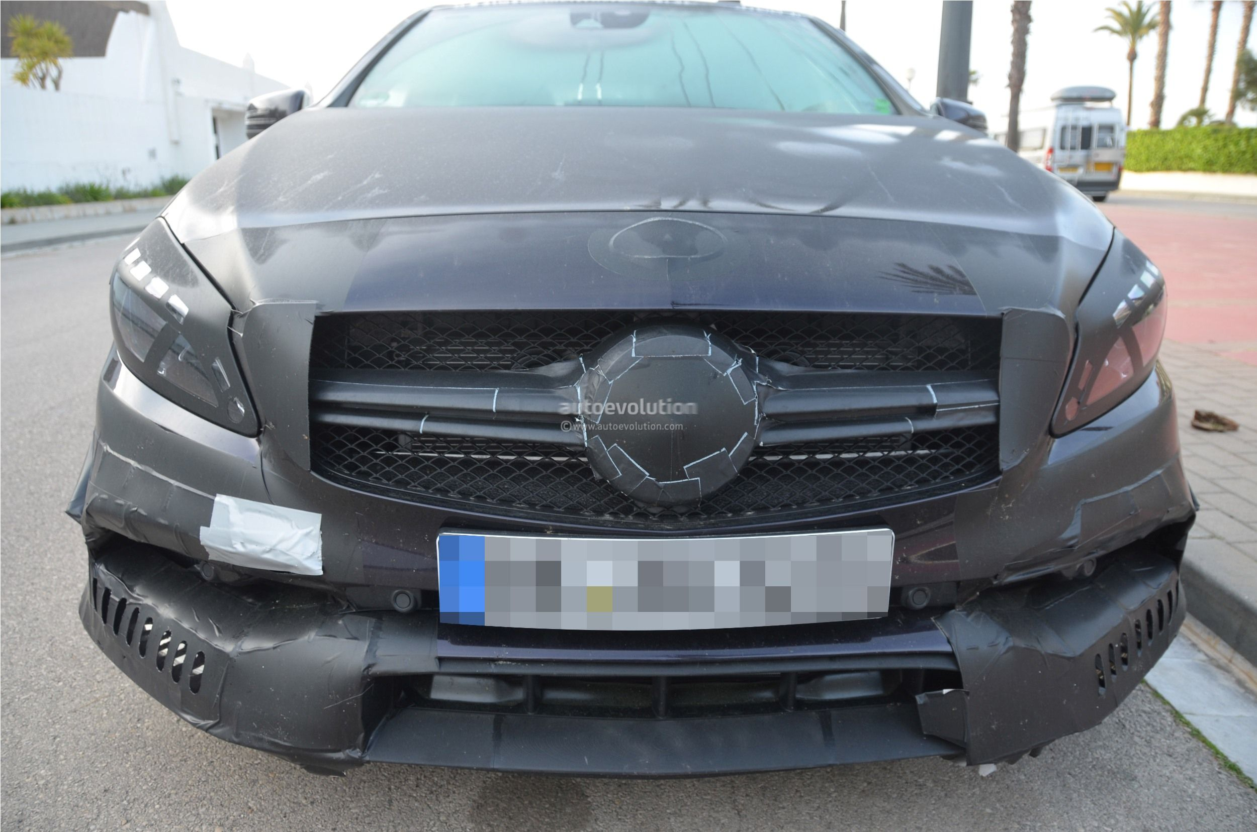 2016 - [Mercedes] Classe A restylée - Page 5 2016-mercedes-benz-a-45-amg-facelift-spied-photo-gallery_4