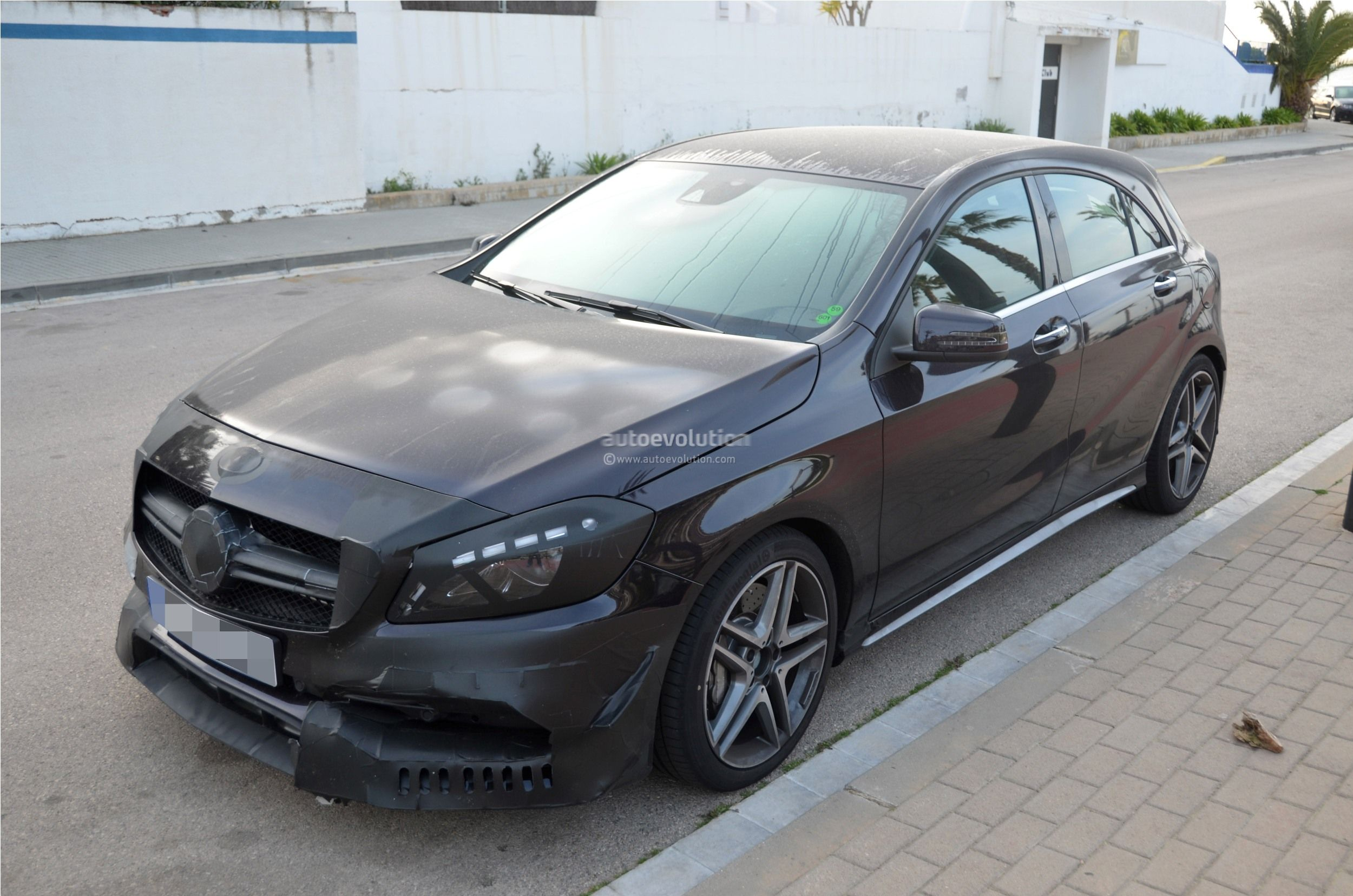 2016 - [Mercedes] Classe A restylée - Page 5 2016-mercedes-benz-a-45-amg-facelift-spied-photo-gallery_5