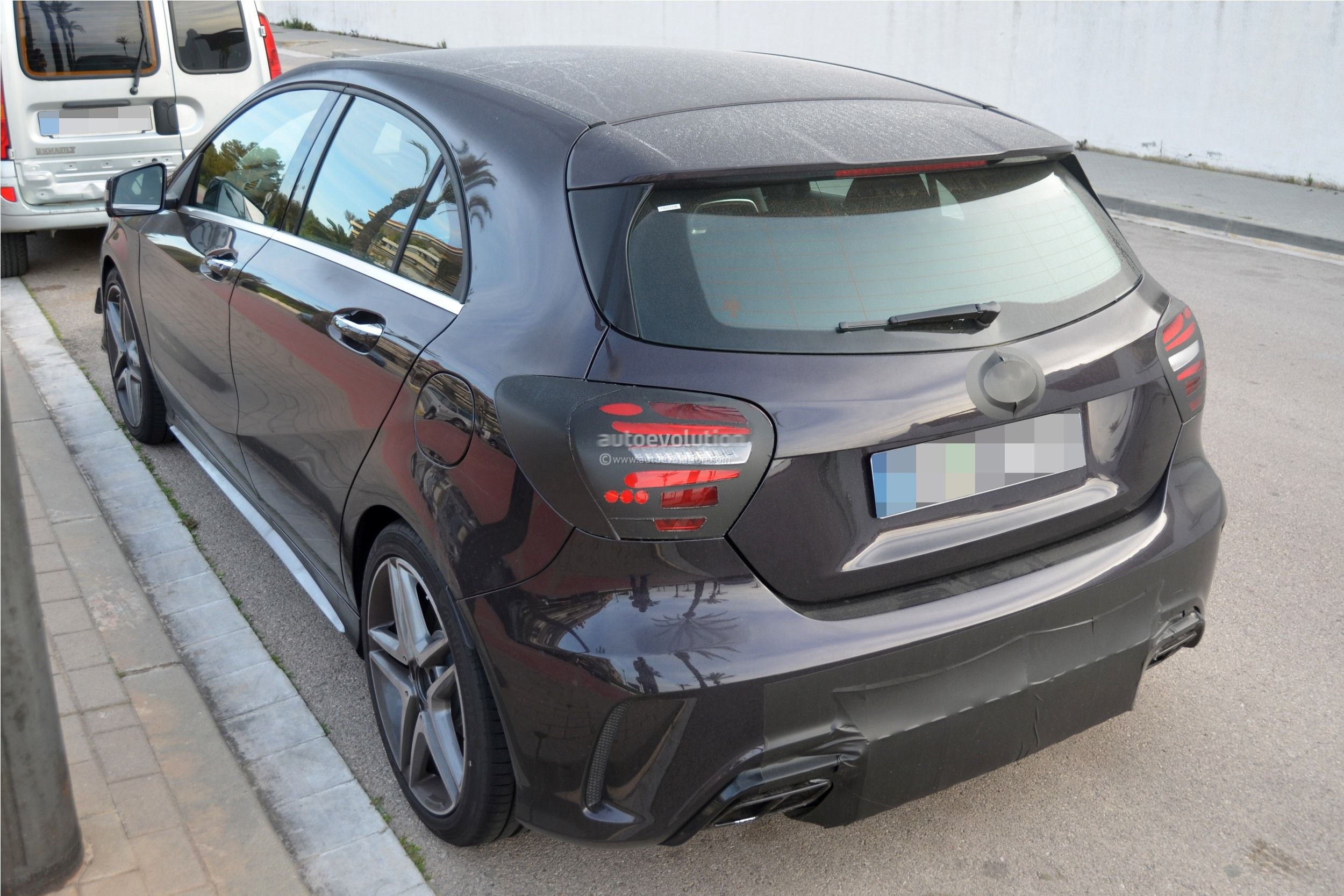 2016 - [Mercedes] Classe A restylée - Page 5 2016-mercedes-benz-a-45-amg-facelift-spied-photo-gallery_6