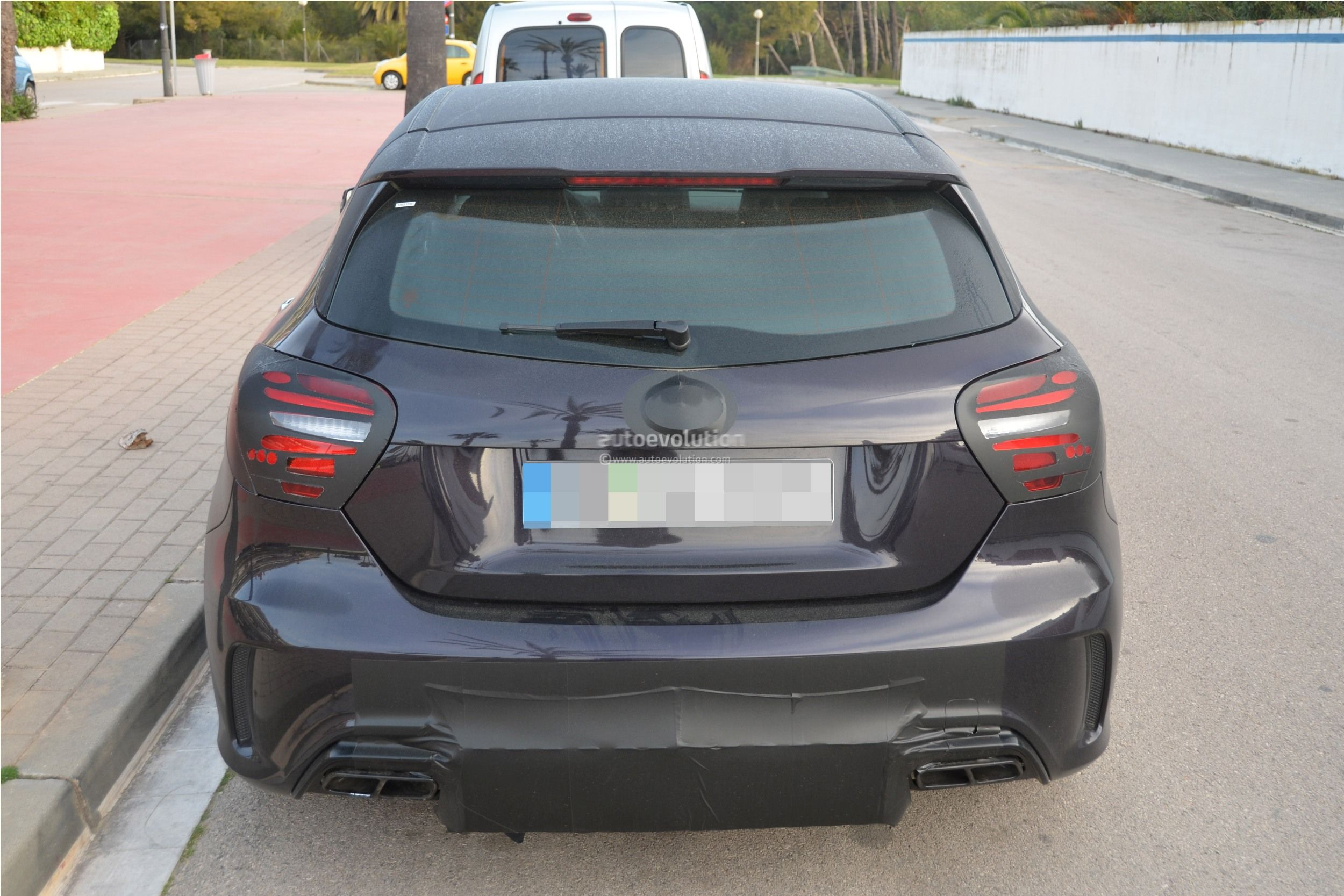 2016 - [Mercedes] Classe A restylée - Page 5 2016-mercedes-benz-a-45-amg-facelift-spied-photo-gallery_7