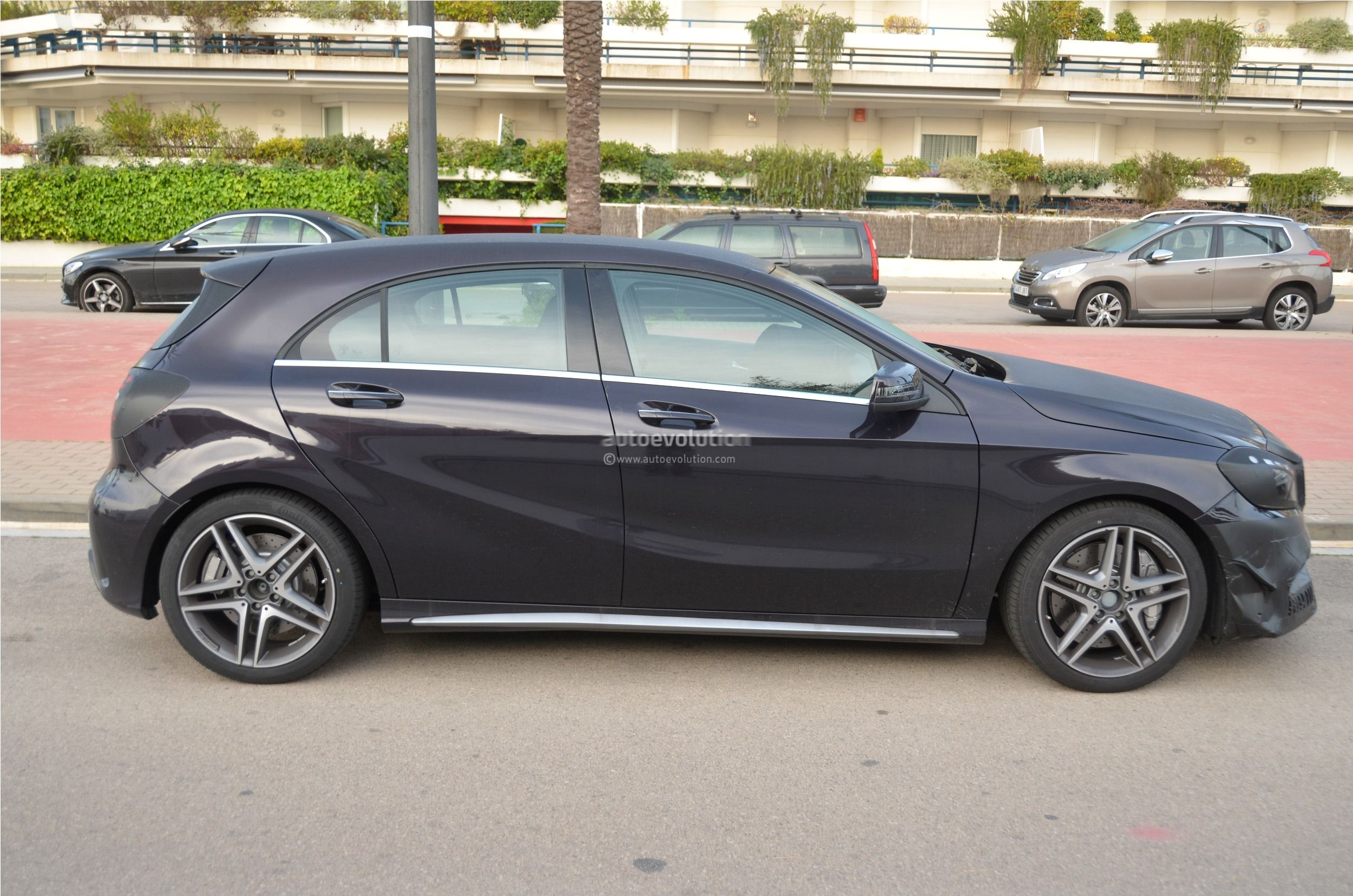 2016 - [Mercedes] Classe A restylée - Page 5 2016-mercedes-benz-a-45-amg-facelift-spied-photo-gallery_9