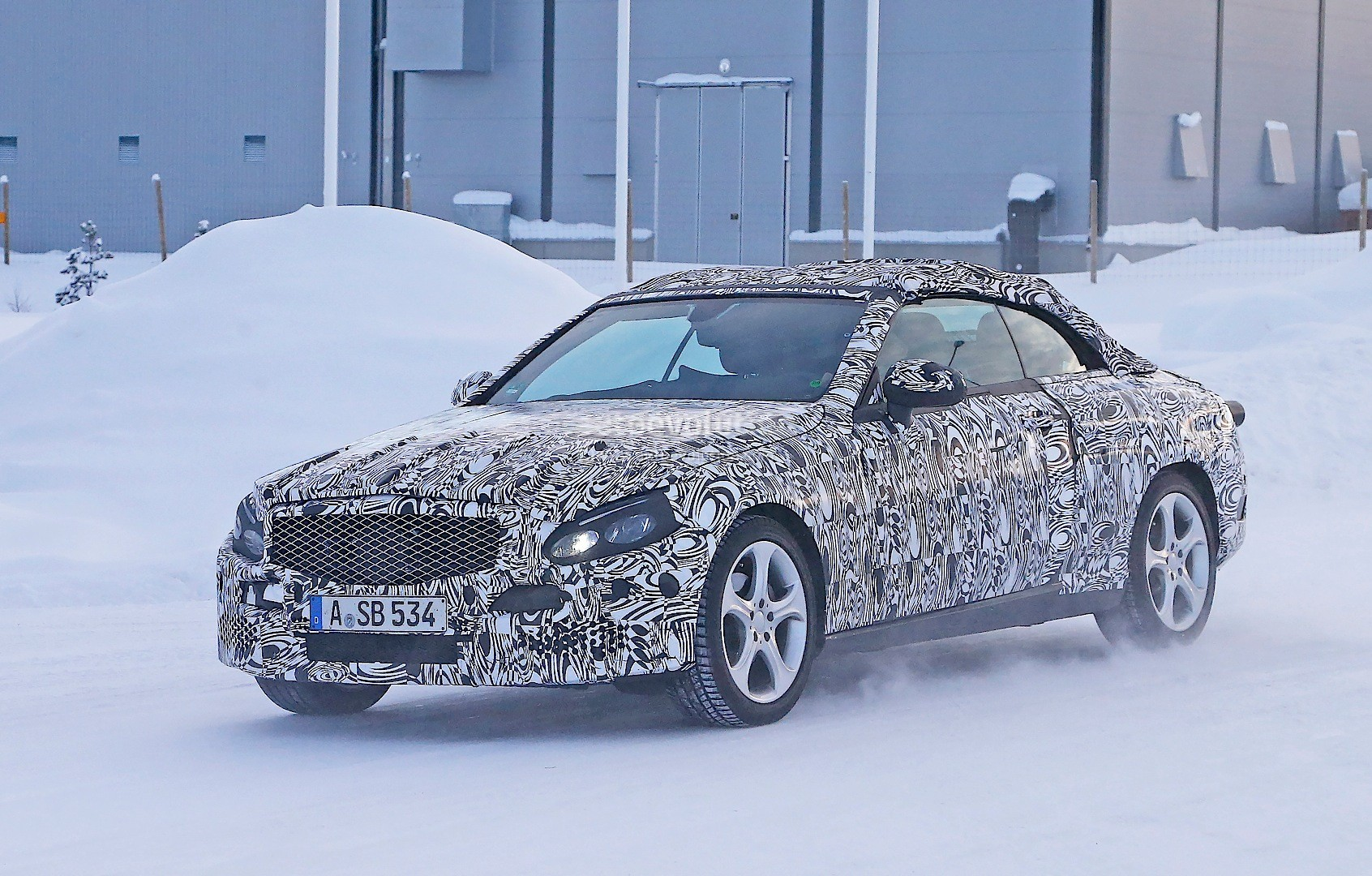 2016 mercedes benz c class cabriolet a205 spied playing in the snow autoevolution. Black Bedroom Furniture Sets. Home Design Ideas