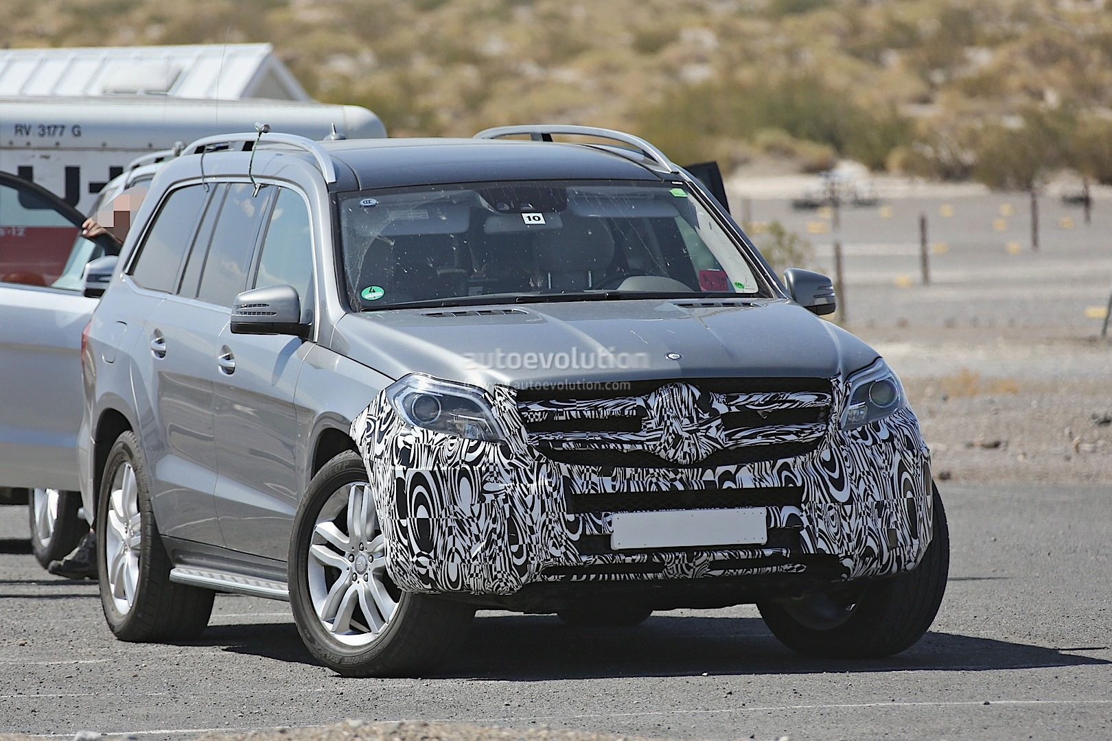 2016 mercedes-benz gl facelift spied testing in the us - autoevolution