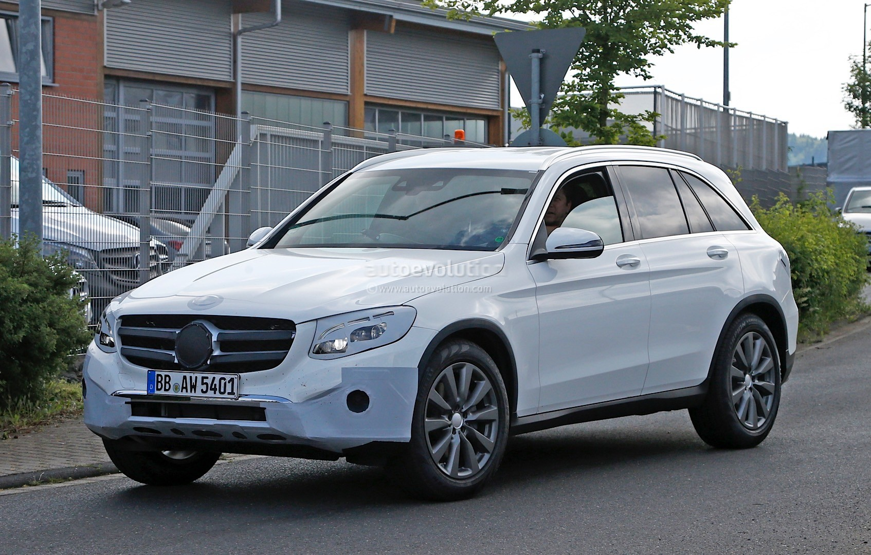 https://s1.cdn.autoevolution.com/images/news/gallery/2016-mercedes-benz-glc-spied-completely-exposed-official-debut-is-tomorrow-photo-gallery_3.jpg