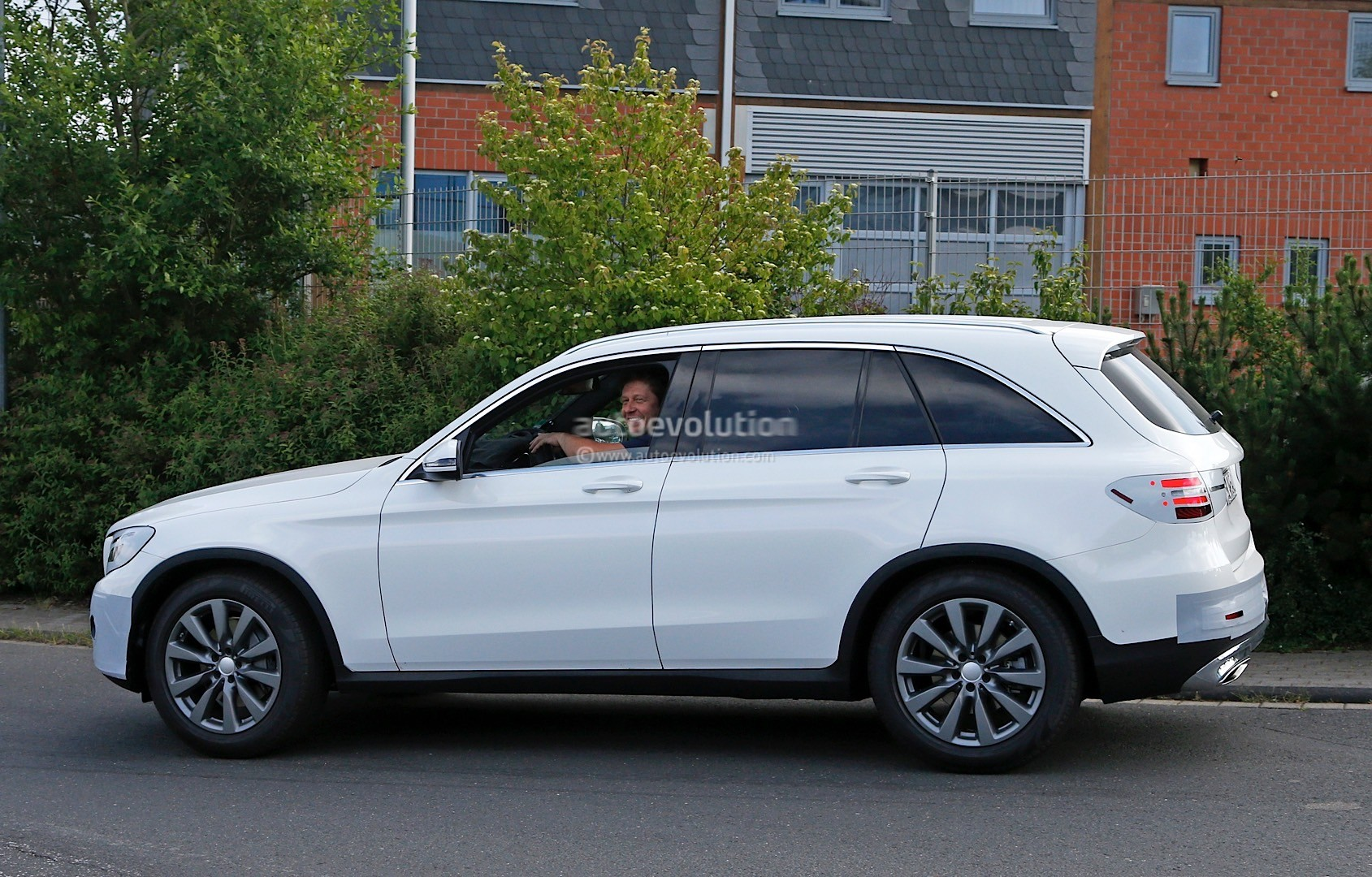 2016 mercedes benz glc spied completely exposed official debut is tomorrow autoevolution. Black Bedroom Furniture Sets. Home Design Ideas